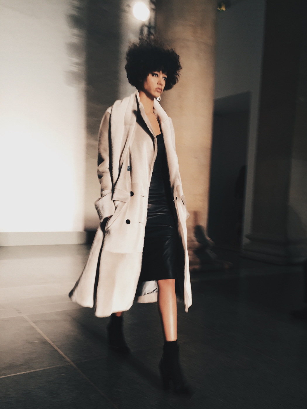 Topshop_Unique-Khaki_Trousers-VNeck_Sweater-Suede_Jacket-Bow_Shoes-Outfit-LFW-London_Fashion_Week_Fall_2016-Street_Style-64