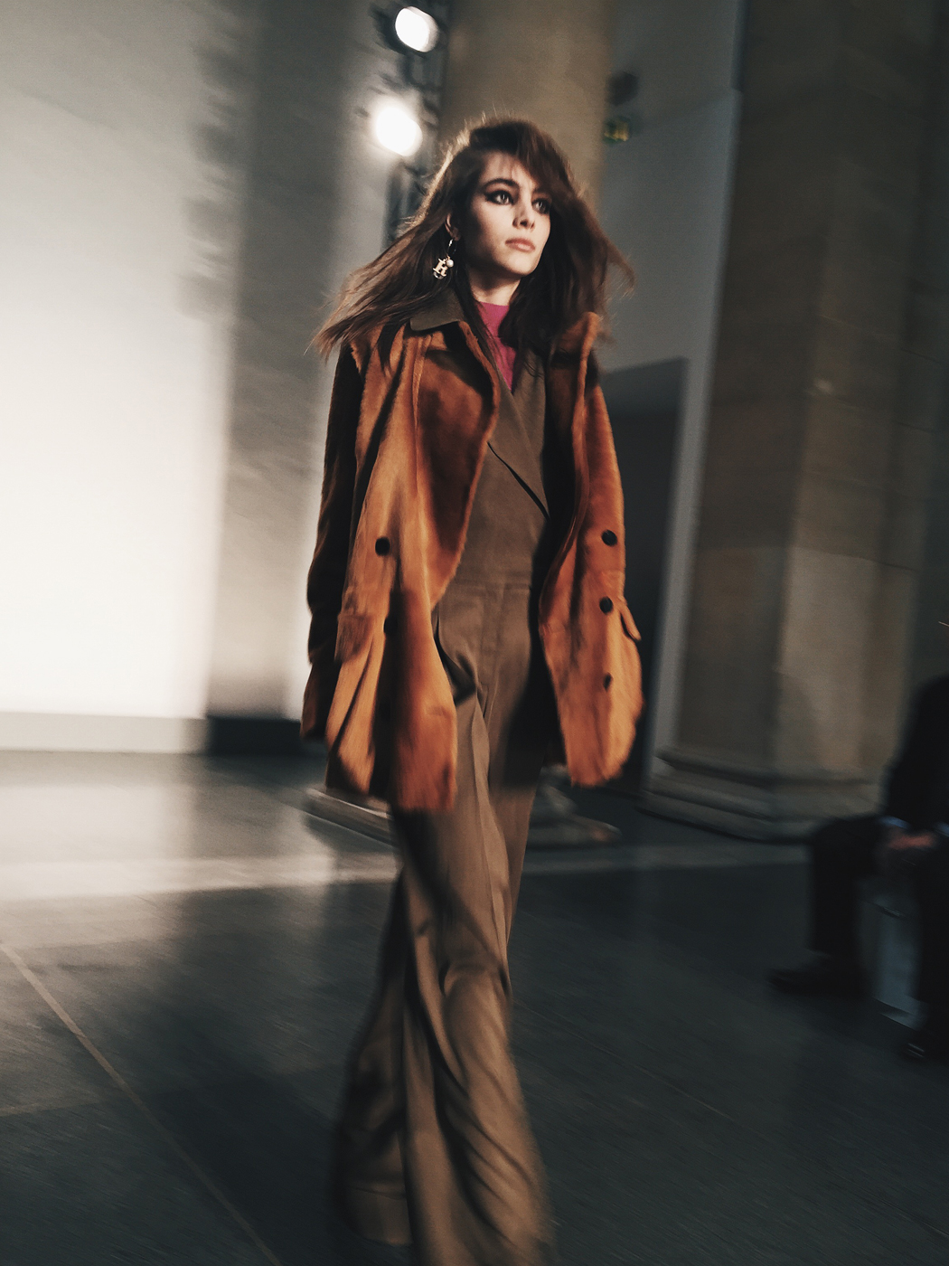 Topshop_Unique-Khaki_Trousers-VNeck_Sweater-Suede_Jacket-Bow_Shoes-Outfit-LFW-London_Fashion_Week_Fall_2016-Street_Style-69