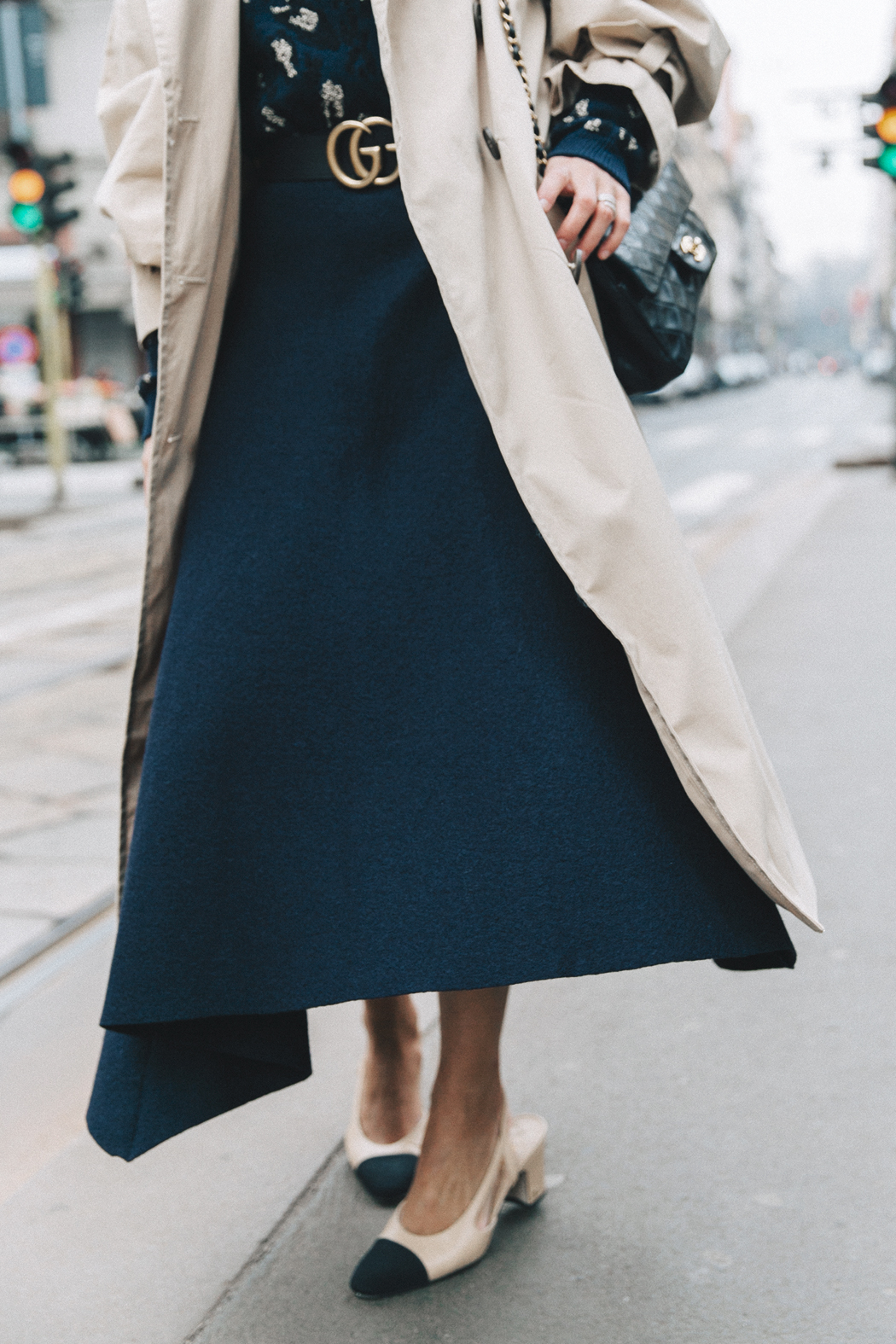 Trench_Edited-Leopard_Sweater-Midi_Skirt-Chanel_Slingback_Shoes-Chanel_Vintage_Bag-Ouftit_Streetstyle-53