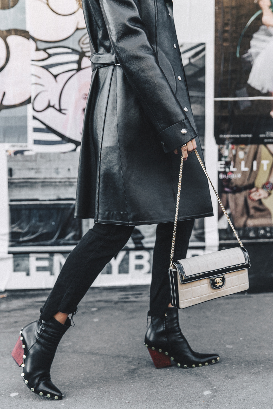 Vestiaire_Collective-Louis_Vuitton_Leather_Coat-Black_and_White-Chanel_Vintage-Celine_Boots-Street_Style-Outfit-PFW-23