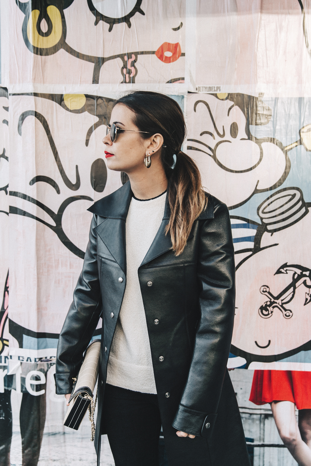 Vestiaire_Collective-Louis_Vuitton_Leather_Coat-Black_and_White-Chanel_Vintage-Celine_Boots-Street_Style-Outfit-PFW-9