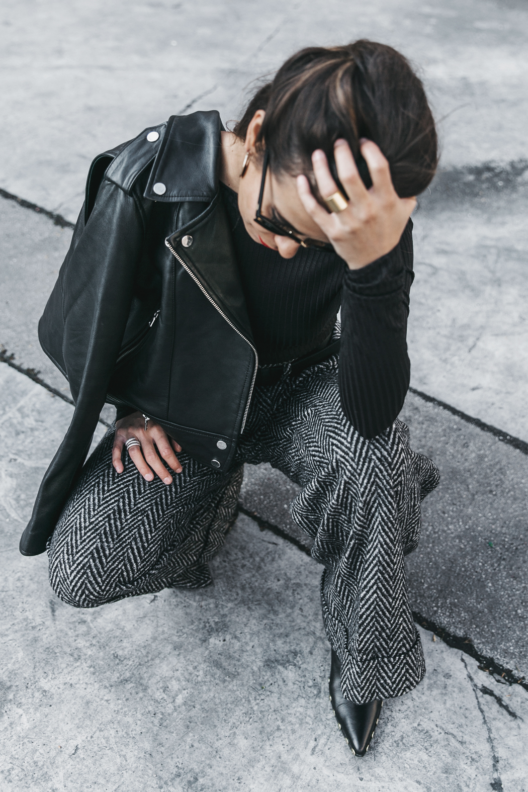 Black_Body-Leather_Jacket-Celine_boots-Gucci_Belt-Wide_Leg_Trousers-Street_Style-37