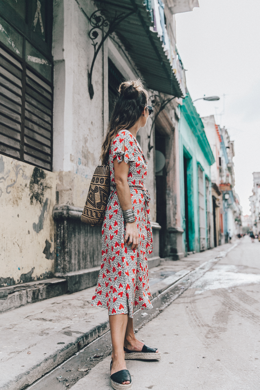 Cuba-La_Habana_Vieja-Hearts_Dress-Styled_By_Me-Aloha_Espadrilles-Outfit-Street_Style-Dress-Backpack-20