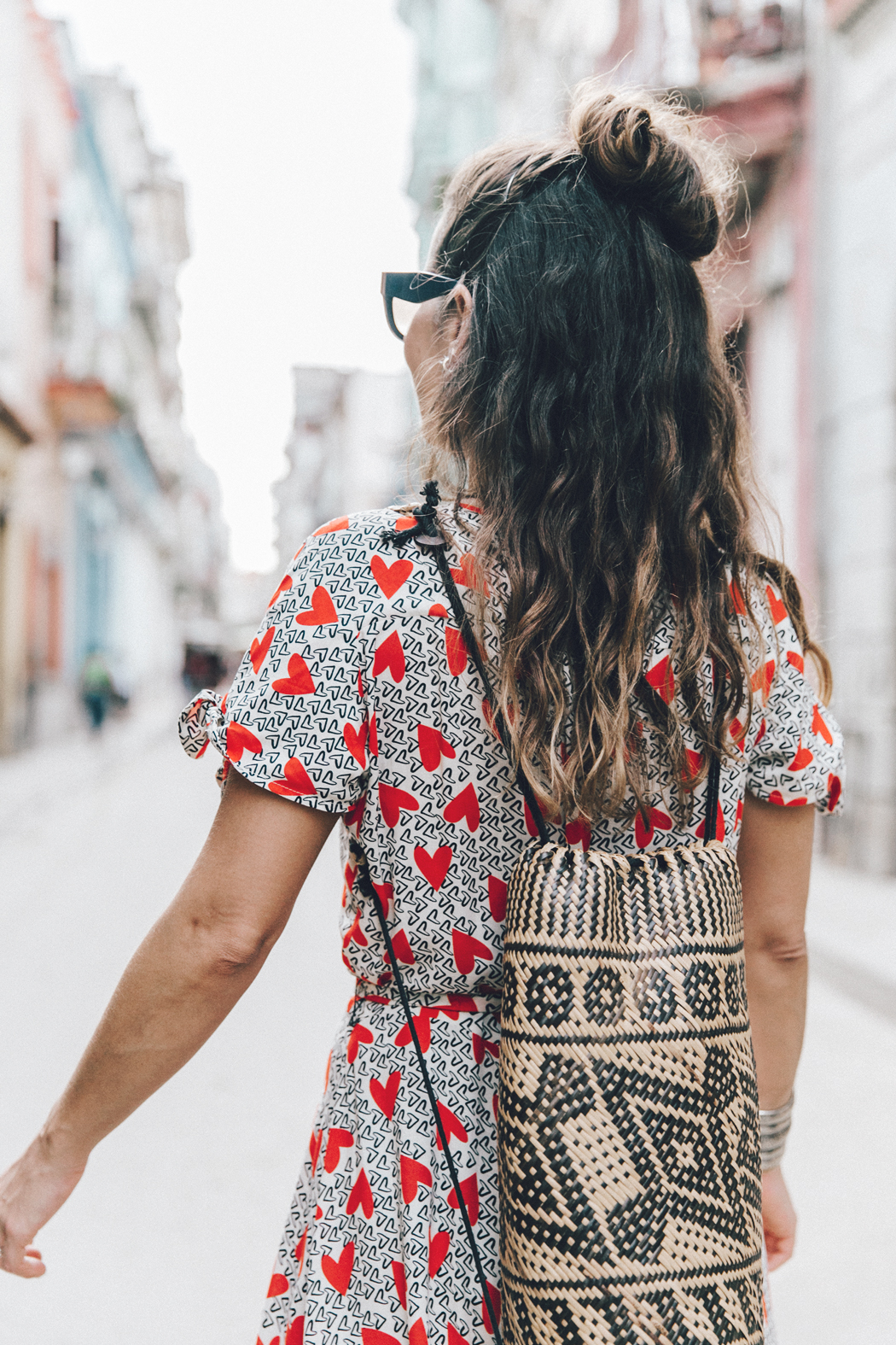 Cuba-La_Habana_Vieja-Hearts_Dress-Styled_By_Me-Aloha_Espadrilles-Outfit-Street_Style-Dress-Backpack-22