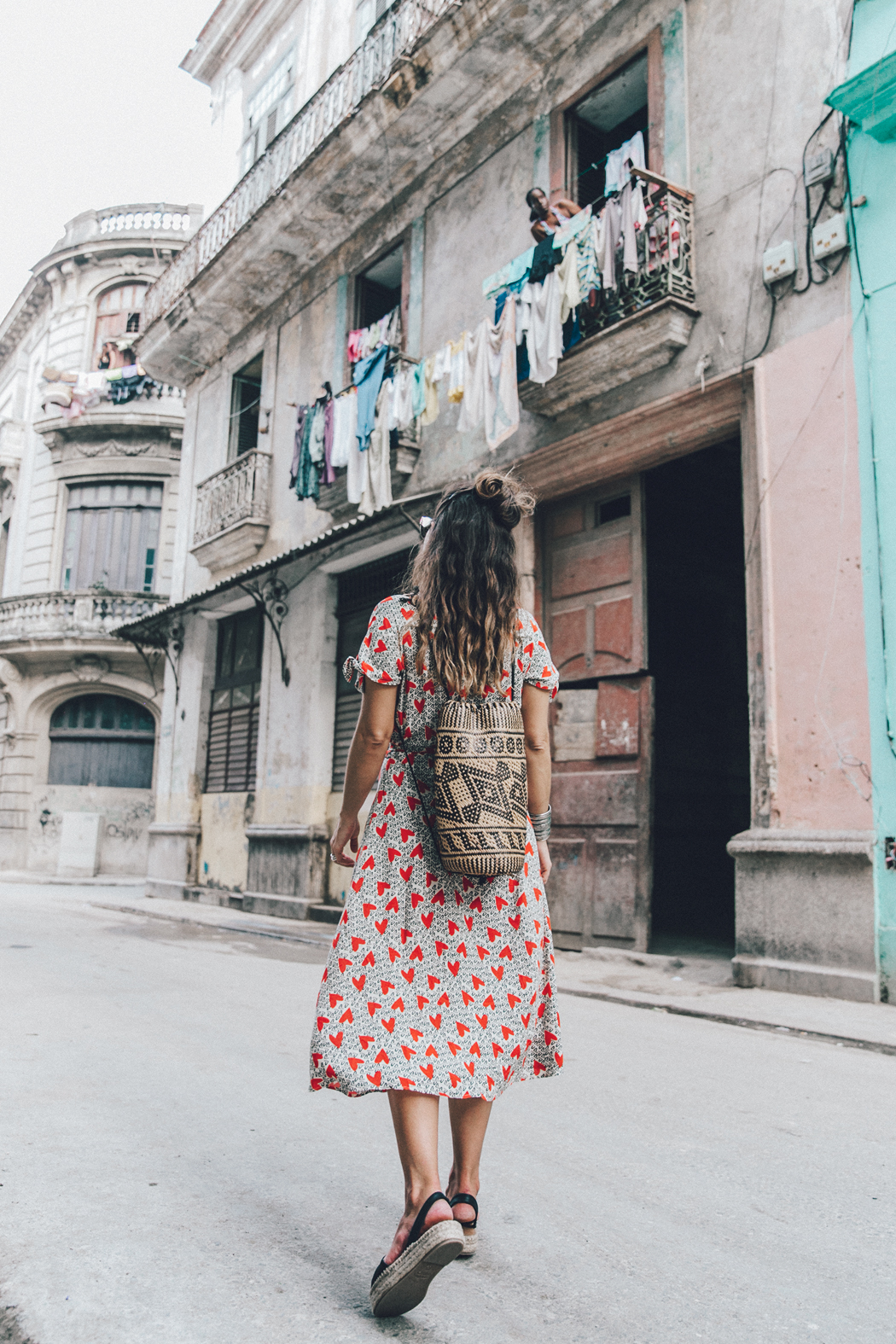 Cuba-La_Habana_Vieja-Hearts_Dress-Styled_By_Me-Aloha_Espadrilles-Outfit-Street_Style-Dress-Backpack-40