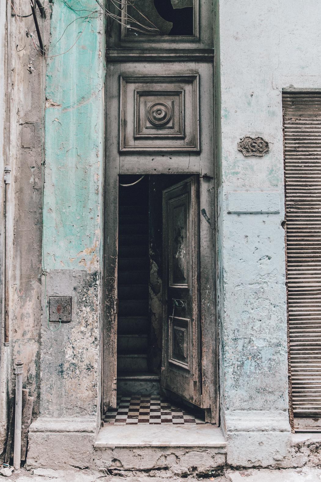 Cuba-La_Habana_Vieja-Hearts_Dress-Styled_By_Me-Aloha_Espadrilles-Outfit-Street_Style-Dress-Backpack-41