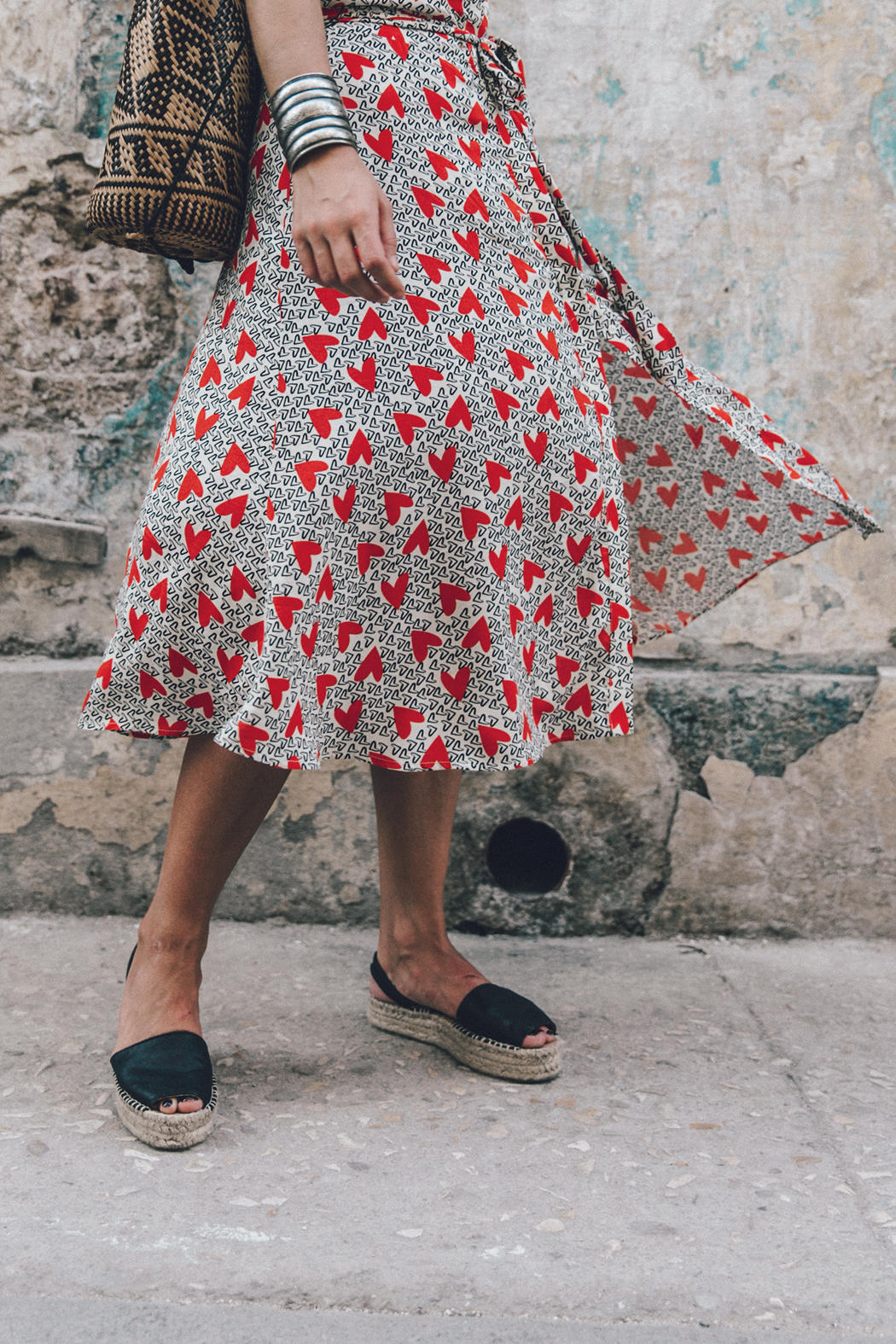Cuba-La_Habana_Vieja-Hearts_Dress-Styled_By_Me-Aloha_Espadrilles-Outfit-Street_Style-Dress-Backpack-48