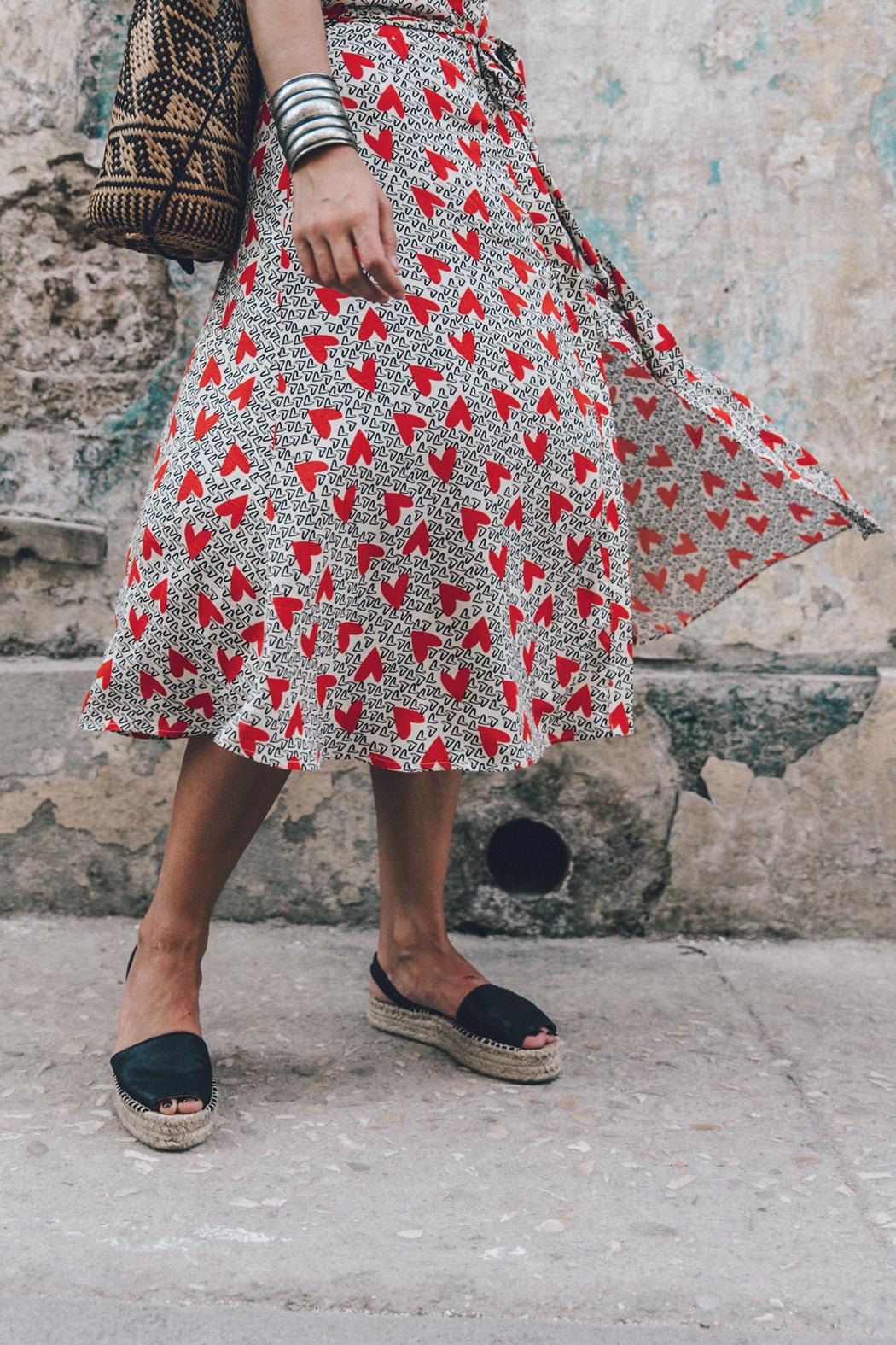 Cuba-La_Habana_Vieja-Hearts_Dress-Styled_By_Me-Aloha_Espadrilles-Outfit-Street_Style-Dress-Backpack-48