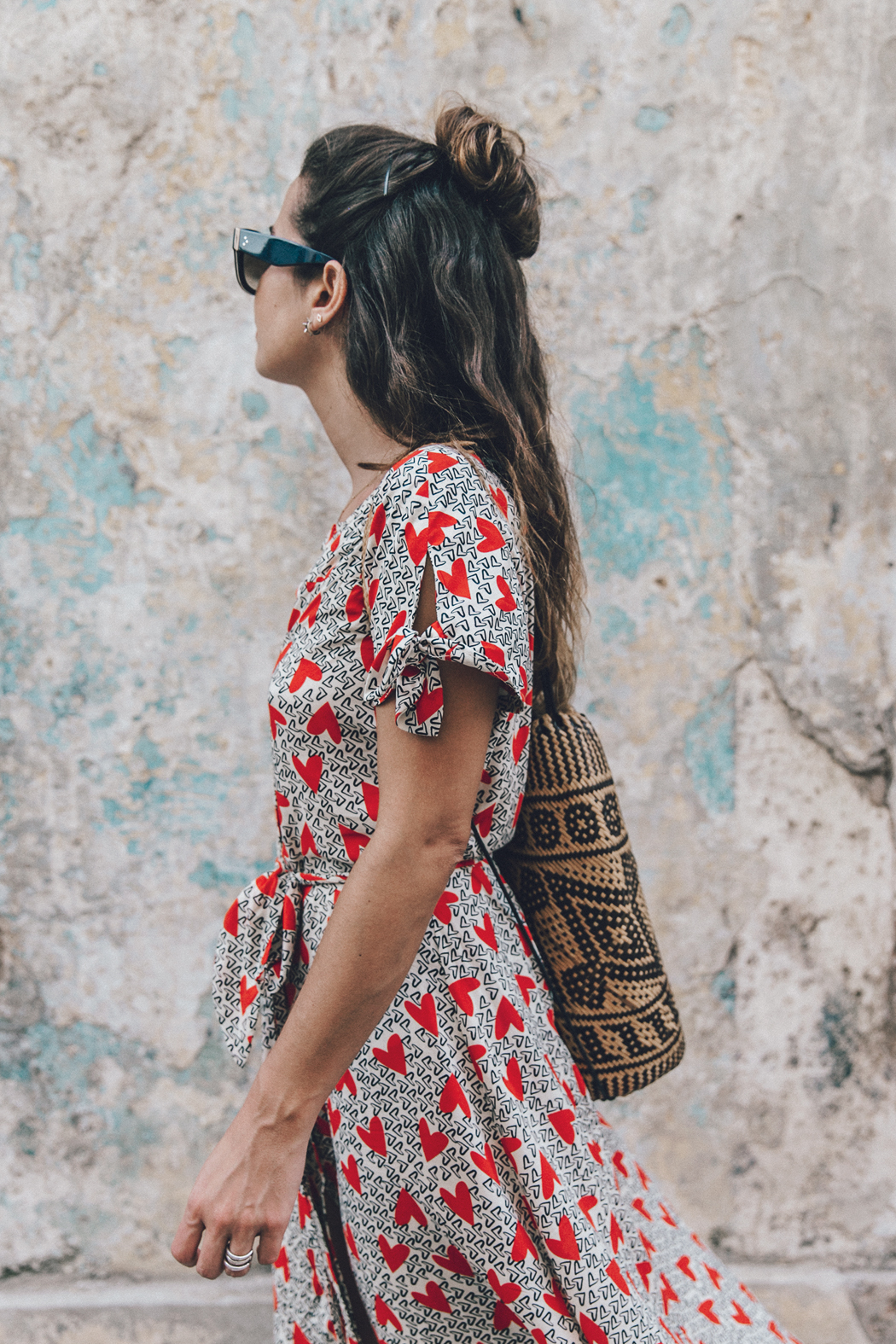 Cuba-La_Habana_Vieja-Hearts_Dress-Styled_By_Me-Aloha_Espadrilles-Outfit-Street_Style-Dress-Backpack-51
