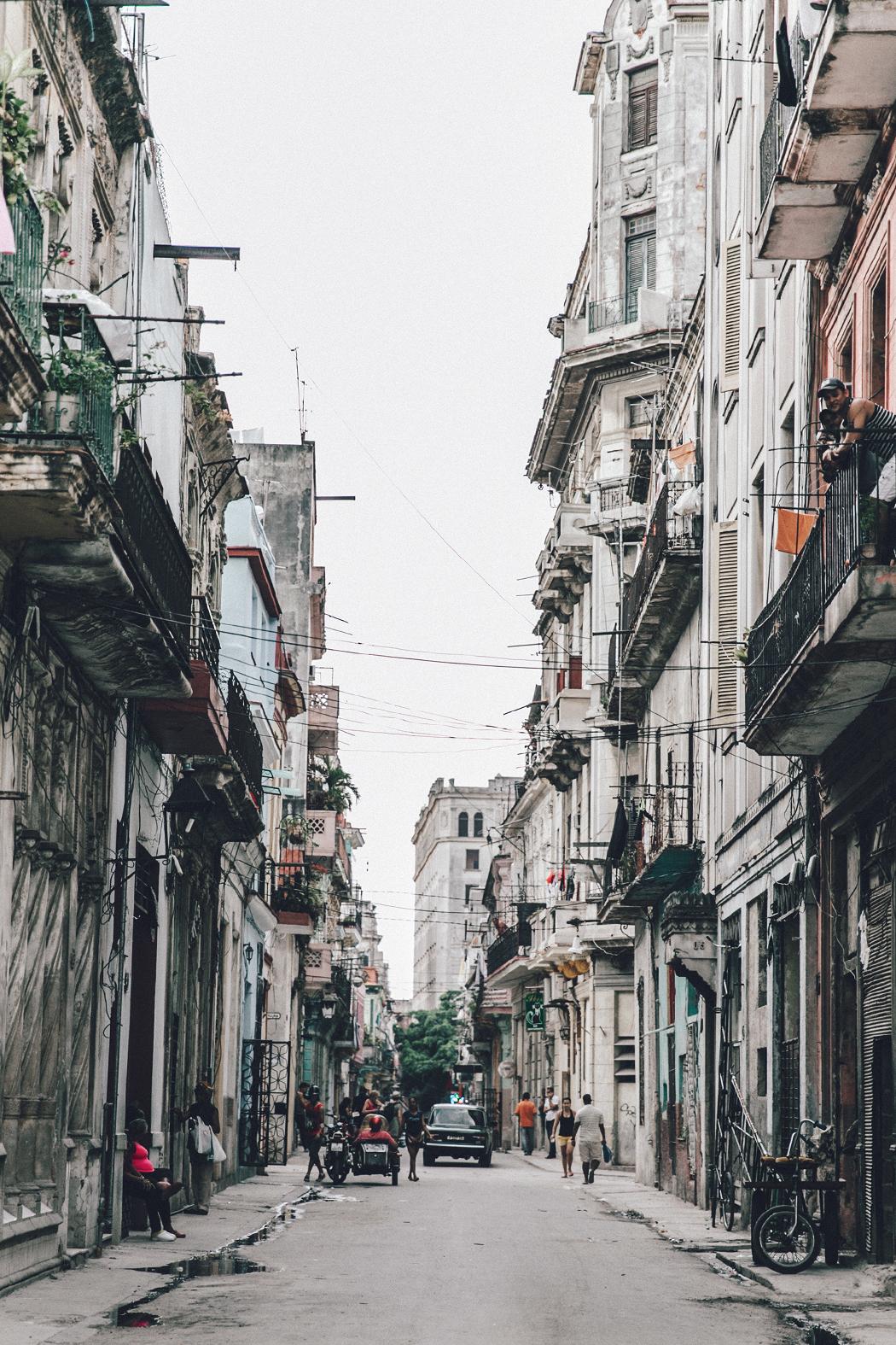 Cuba-La_Habana_Vieja-Hearts_Dress-Styled_By_Me-Aloha_Espadrilles-Outfit-Street_Style-Dress-Backpack-58