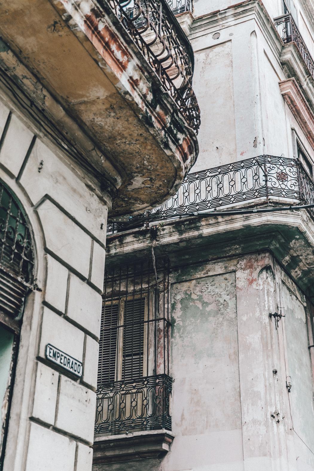 Cuba-La_Habana_Vieja-Hearts_Dress-Styled_By_Me-Aloha_Espadrilles-Outfit-Street_Style-Dress-Backpack-59