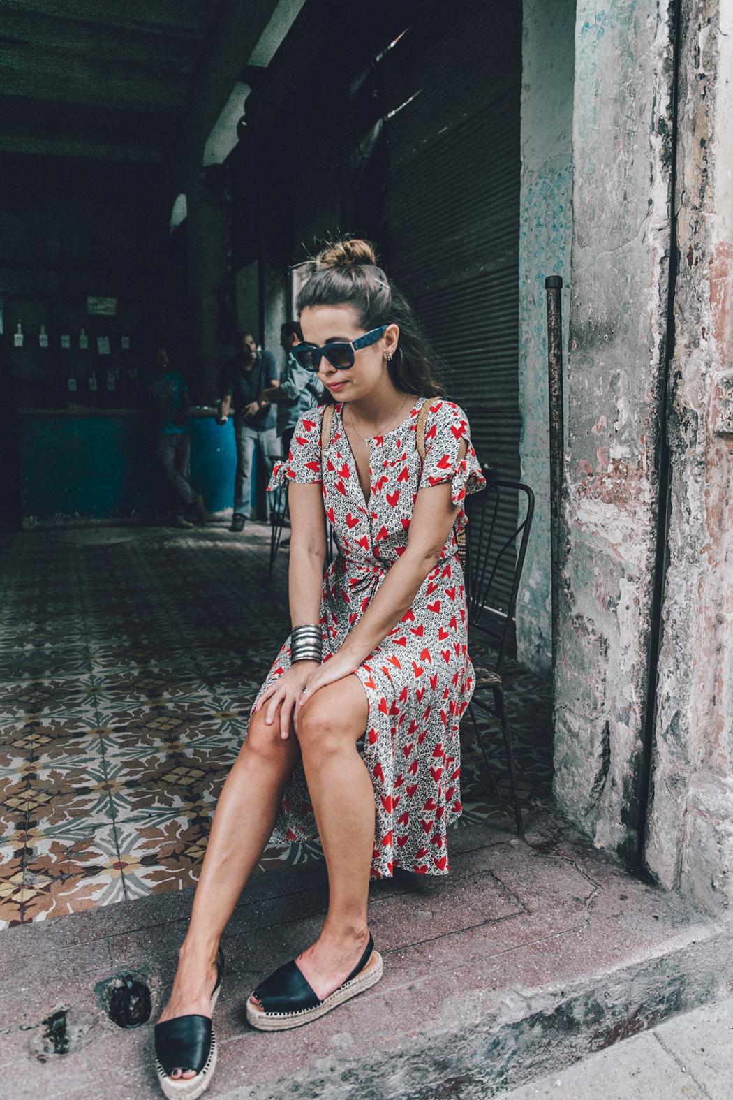 Cuba-La_Habana_Vieja-Hearts_Dress-Styled_By_Me-Aloha_Espadrilles-Outfit-Street_Style-Dress-Backpack-62