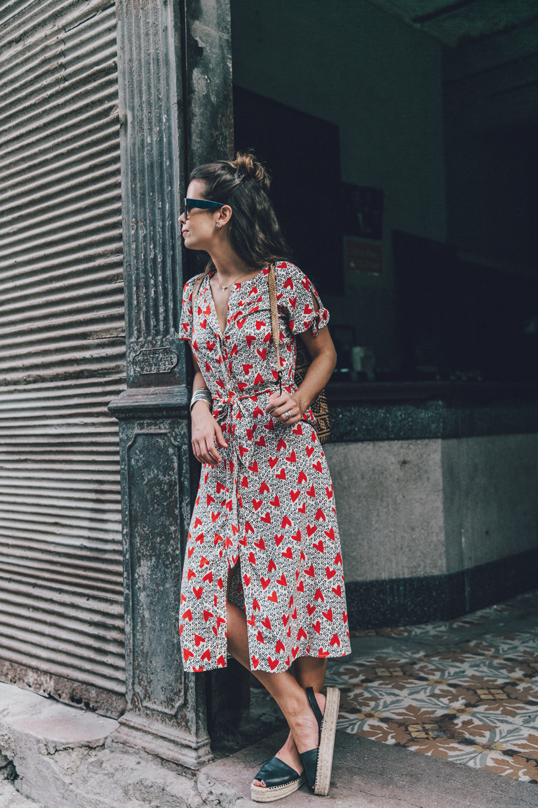 Cuba-La_Habana_Vieja-Hearts_Dress-Styled_By_Me-Aloha_Espadrilles-Outfit-Street_Style-Dress-Backpack-64