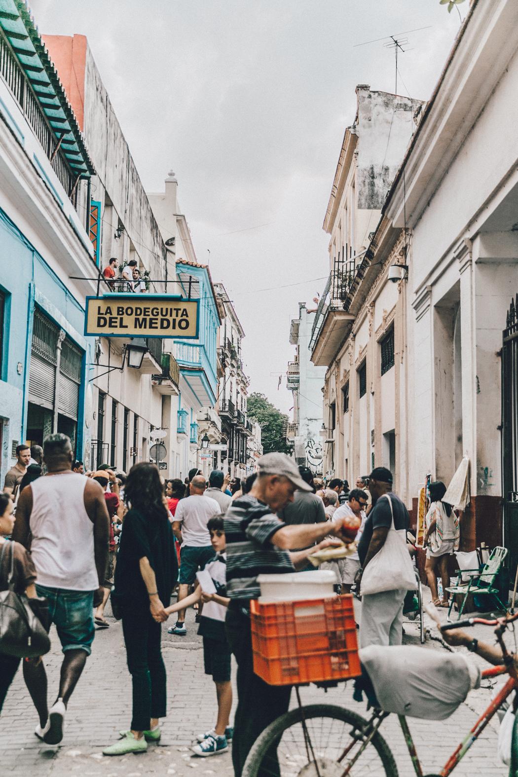 Cuba-La_Habana_Vieja-Hearts_Dress-Styled_By_Me-Aloha_Espadrilles-Outfit-Street_Style-Dress-Backpack-70