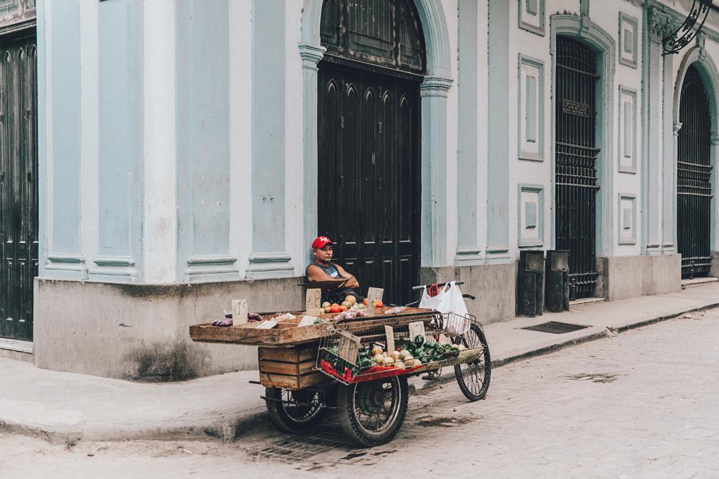 Cuba-La_Habana_Vieja-Hearts_Dress-Styled_By_Me-Aloha_Espadrilles-Outfit-Street_Style-Dress-Backpack-77