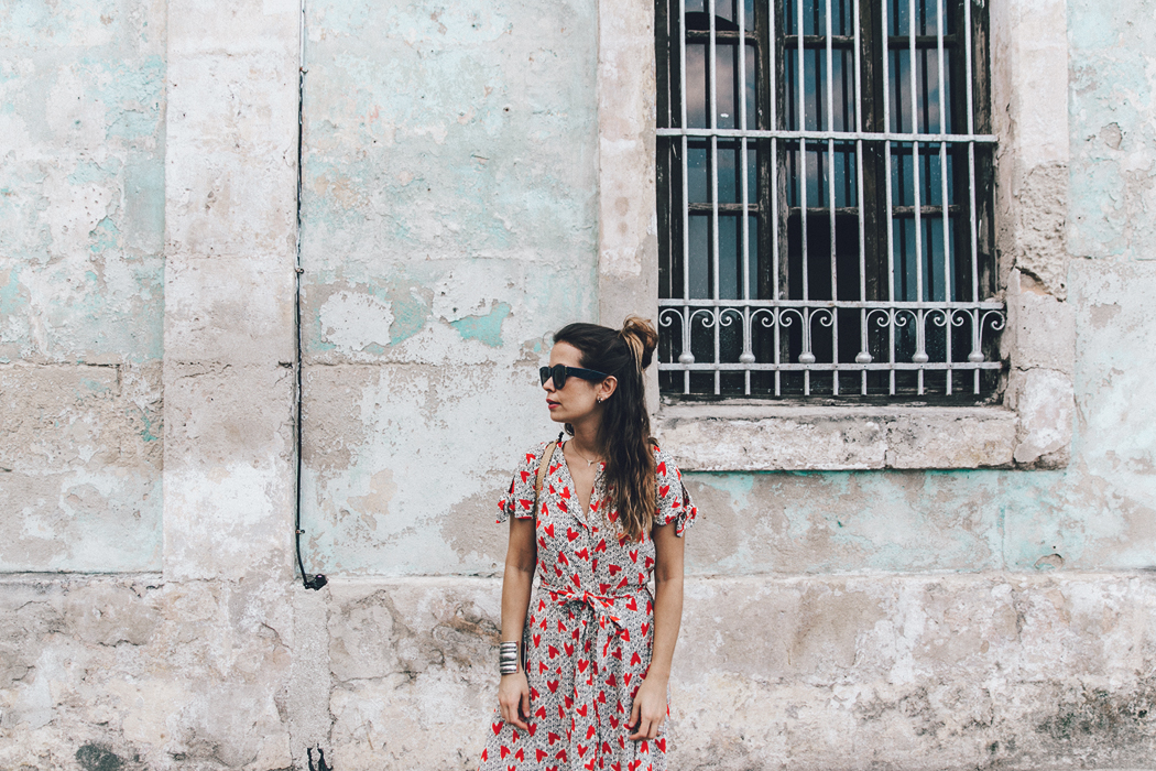 Cuba-La_Habana_Vieja-Hearts_Dress-Styled_By_Me-Aloha_Espadrilles-Outfit-Street_Style-Dress-Backpack-85