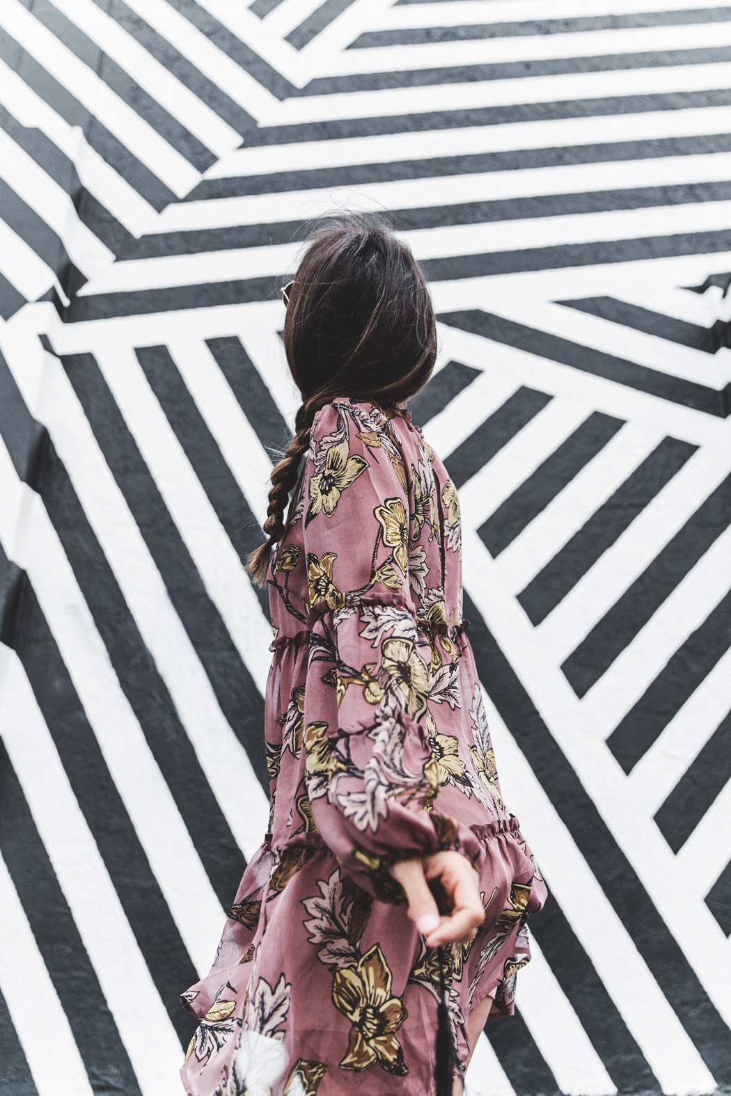 Wynwood-Miami-Black_And_White_Stripes_Wall-For_Love_And_Lemons_Dress-Floral_Print-Wedges-Outfit-8