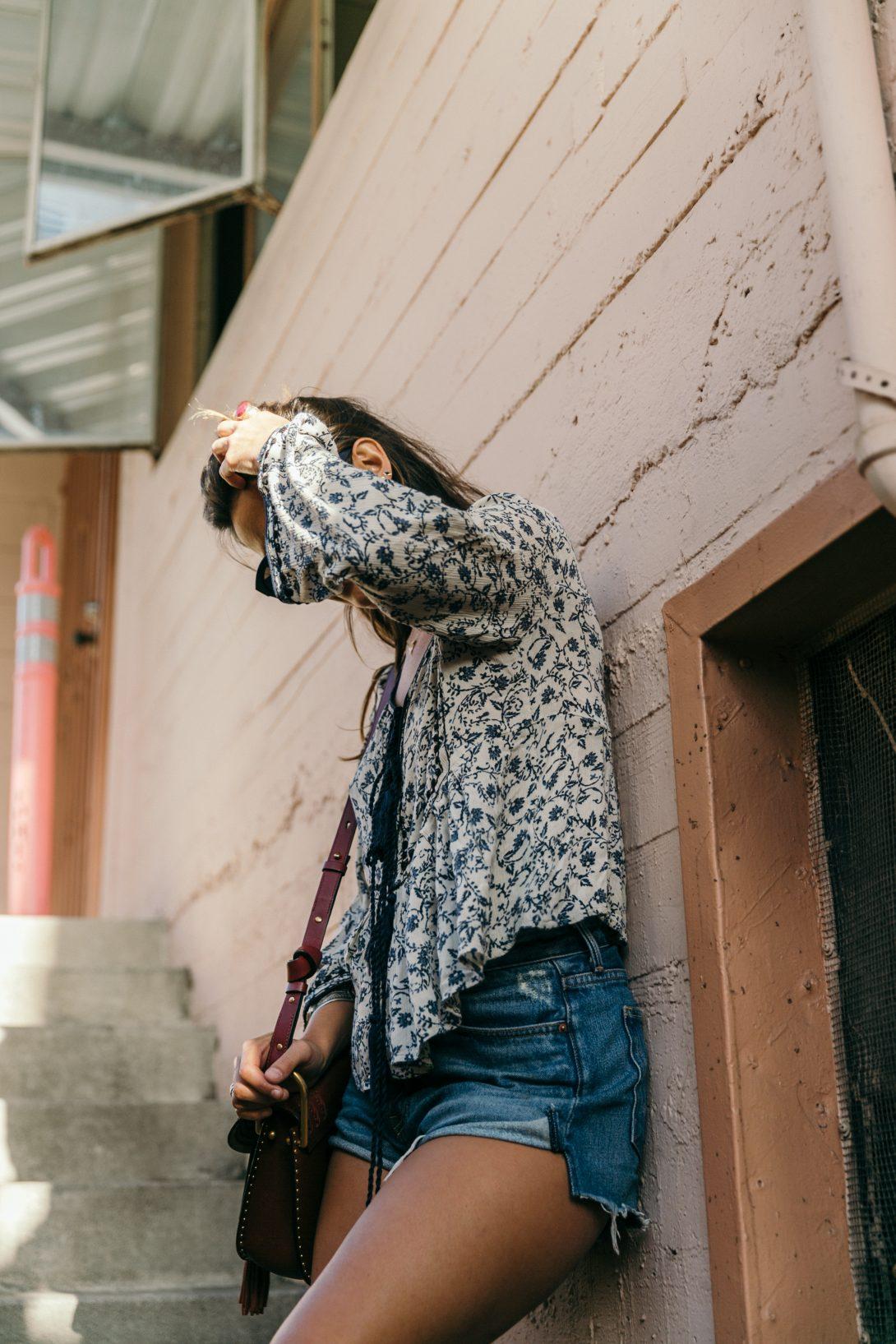 Boho_Top-GRFRND_Jeans-Chloe_Hudson_Bag-Espadrilles-Los_Angeles-Outfit-Collage_Vintage--10