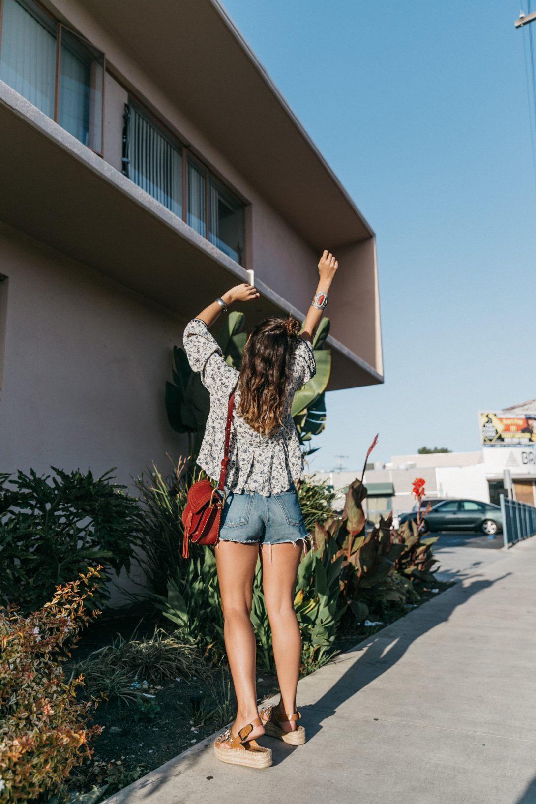 Boho_Top-GRFRND_Jeans-Chloe_Hudson_Bag-Espadrilles-Los_Angeles-Outfit-Collage_Vintage--19