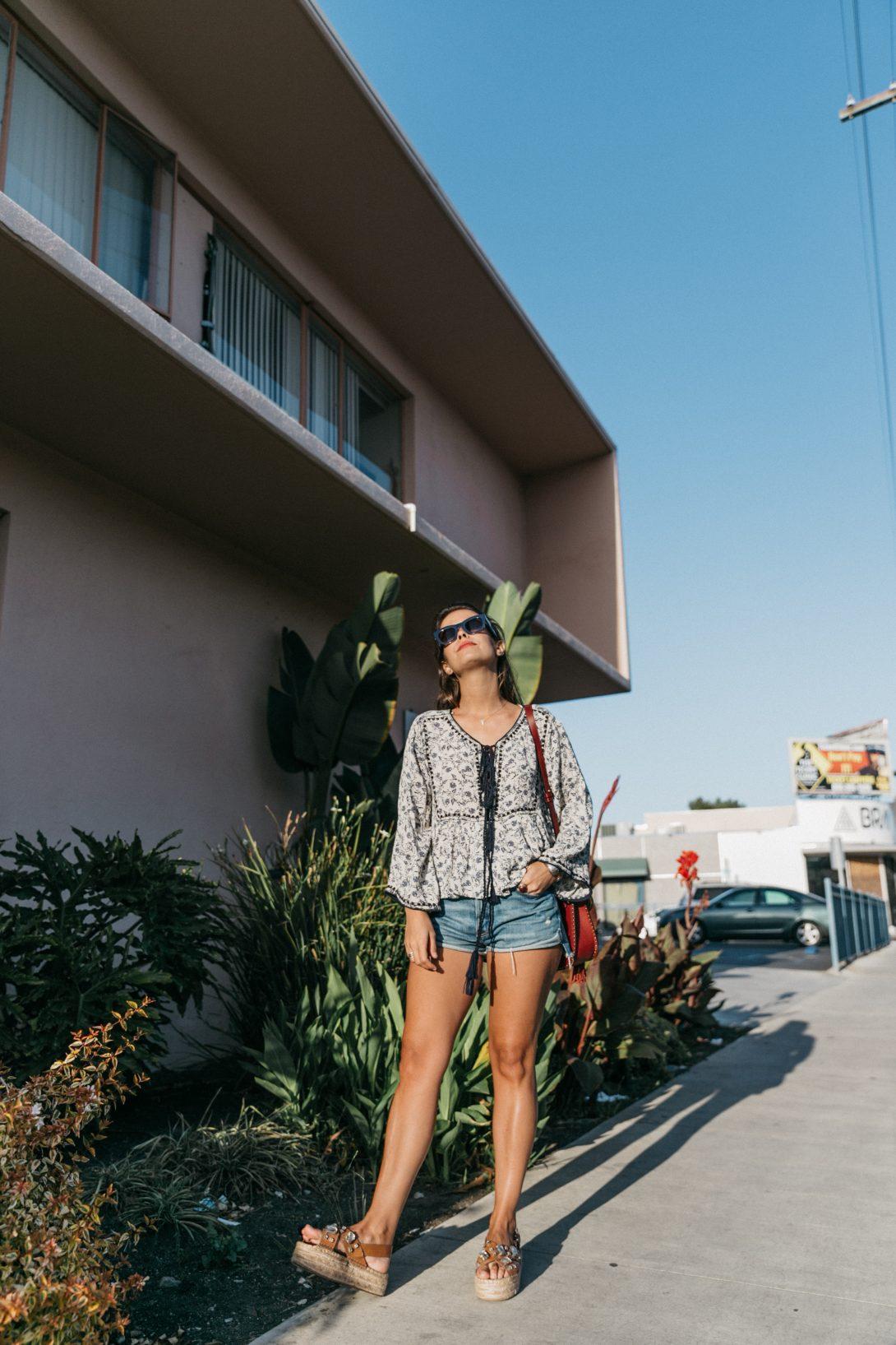 Boho_Top-GRFRND_Jeans-Chloe_Hudson_Bag-Espadrilles-Los_Angeles-Outfit-Collage_Vintage--20
