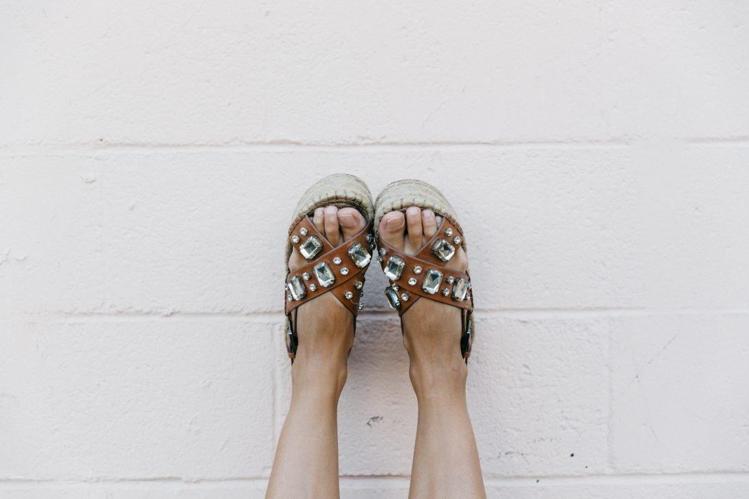 Boho_Top-GRFRND_Jeans-Chloe_Hudson_Bag-Espadrilles-Los_Angeles-Outfit-Collage_Vintage--32