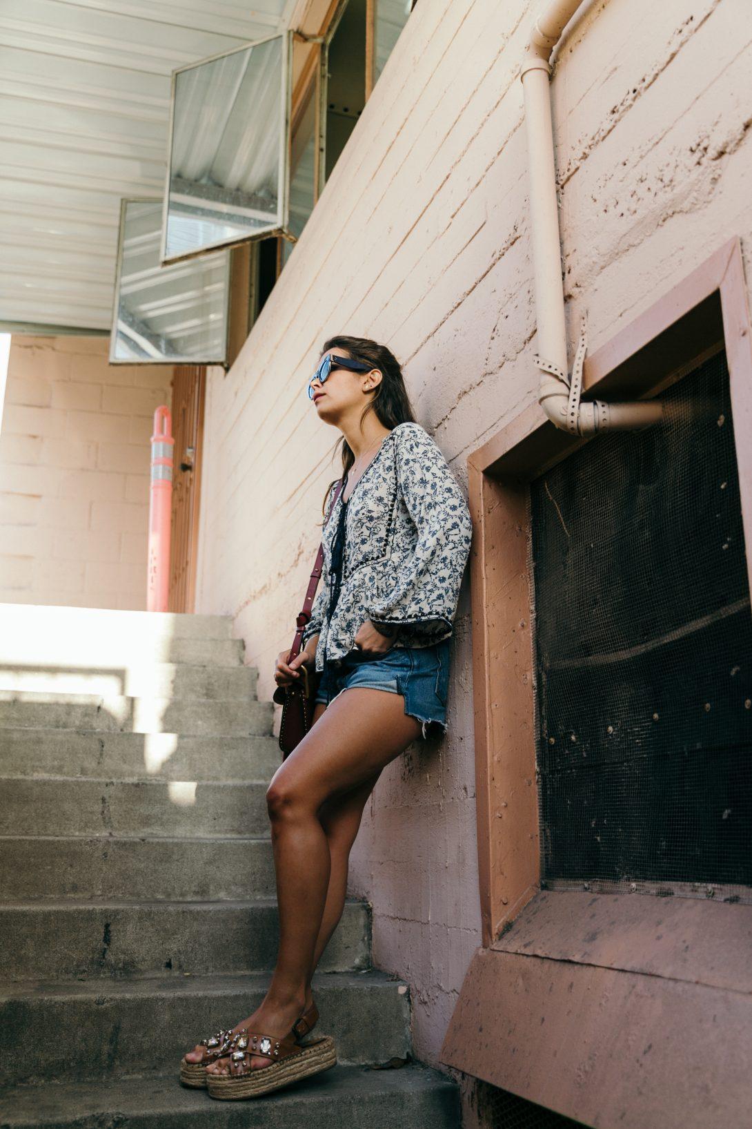 Boho_Top-GRFRND_Jeans-Chloe_Hudson_Bag-Espadrilles-Los_Angeles-Outfit-Collage_Vintage--9