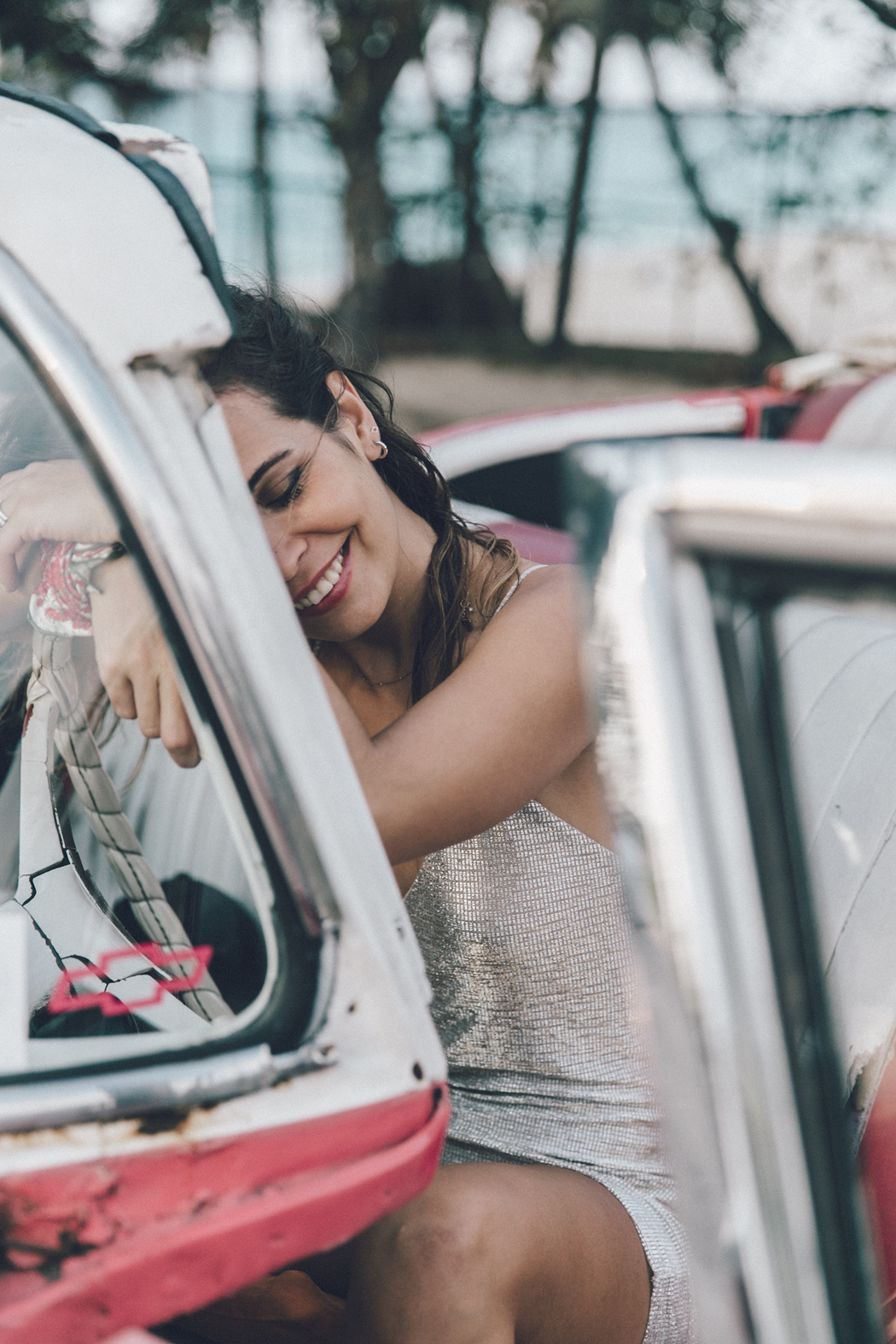 Cuba-Varadero-Vintage_Car-Silver_Dress-Floral_Scarf-Isabel_Marant_Sandals-Outfit-COllage_On_The_Road-38