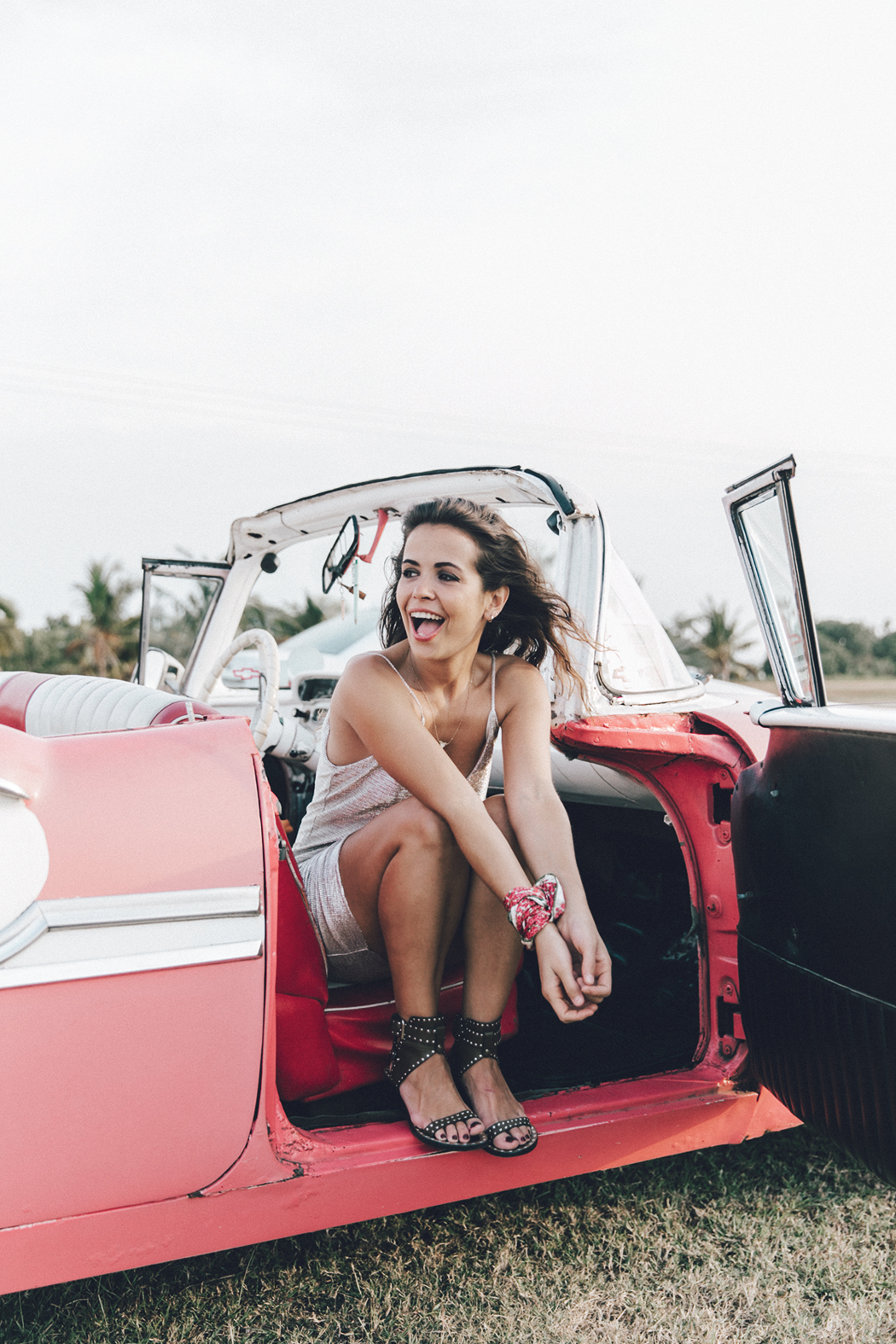 Cuba-Varadero-Vintage_Car-Silver_Dress-Floral_Scarf-Isabel_Marant_Sandals-Outfit-COllage_On_The_Road-44