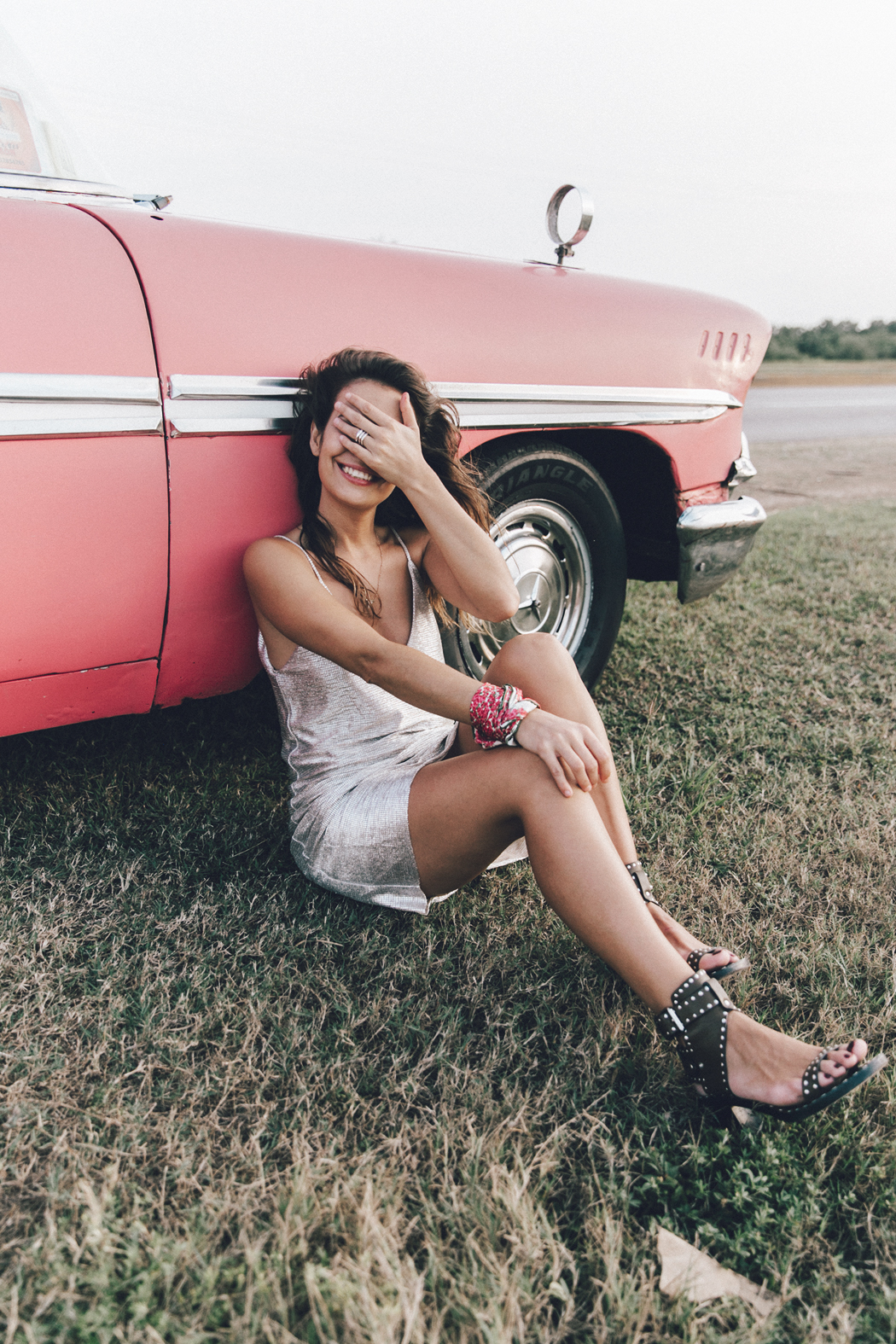 Cuba-Varadero-Vintage_Car-Silver_Dress-Floral_Scarf-Isabel_Marant_Sandals-Outfit-COllage_On_The_Road-46