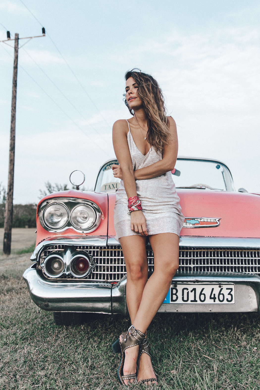 Cuba-Varadero-Vintage_Car-Silver_Dress-Floral_Scarf-Isabel_Marant_Sandals-Outfit-COllage_On_The_Road-49