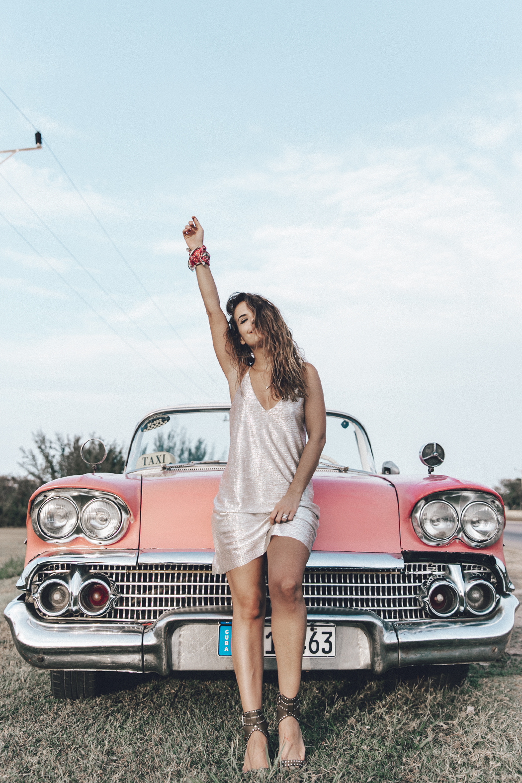 Cuba-Varadero-Vintage_Car-Silver_Dress-Floral_Scarf-Isabel_Marant_Sandals-Outfit-COllage_On_The_Road-54