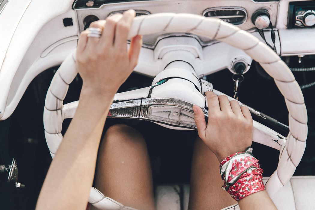 Cuba-Varadero-Vintage_Car-Silver_Dress-Floral_Scarf-Isabel_Marant_Sandals-Outfit-COllage_On_The_Road-68