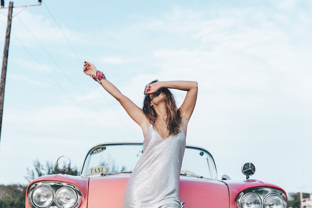 Cuba-Varadero-Vintage_Car-Silver_Dress-Floral_Scarf-Isabel_Marant_Sandals-Outfit-COllage_On_The_Road-82