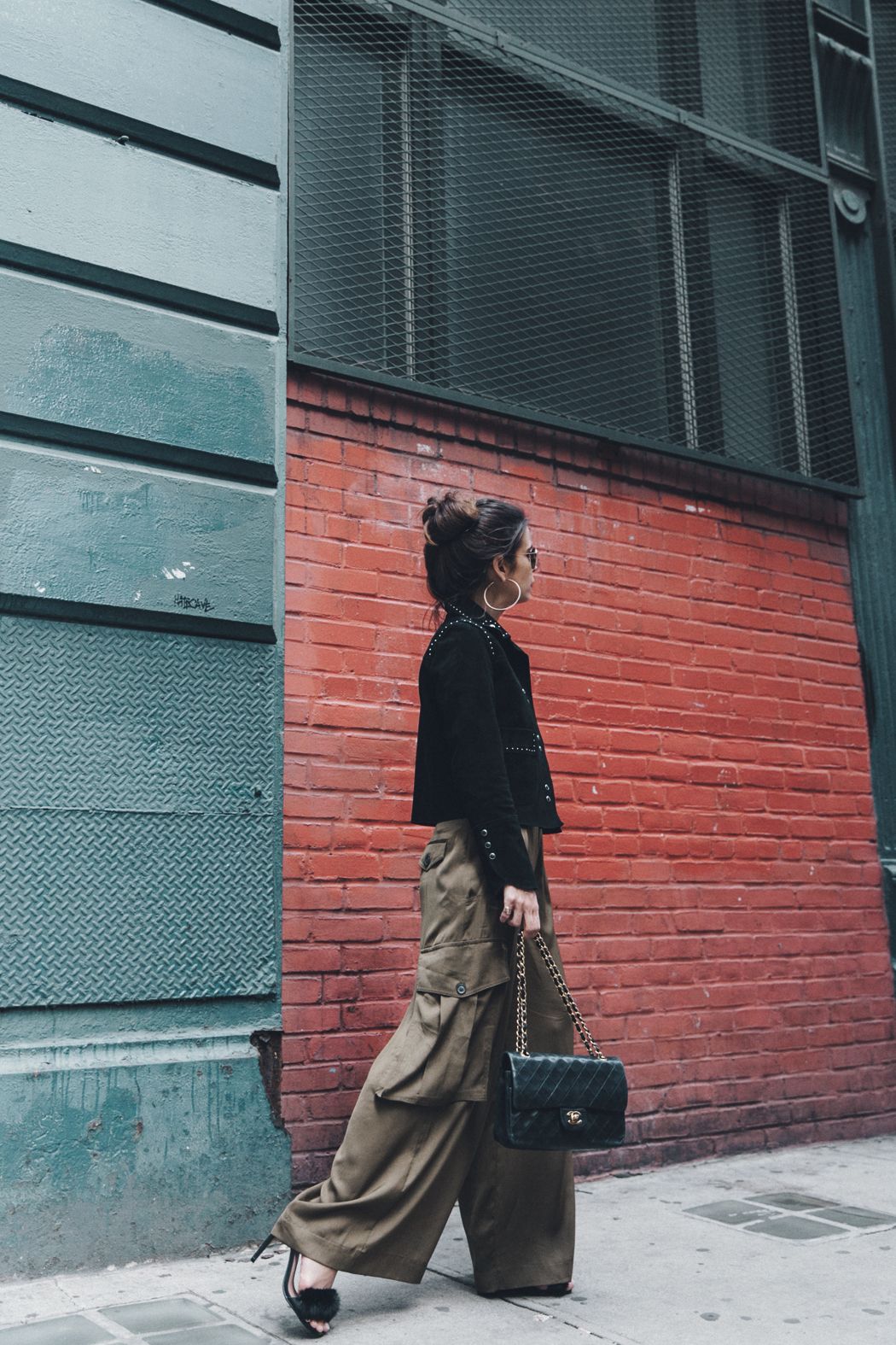 Khaki_Trousers-Sandro_Suede_Jacket-BNKR_Sandals-Fur_Sandals-Chanel_Bag-Outfit-Street_Style-NYC-10
