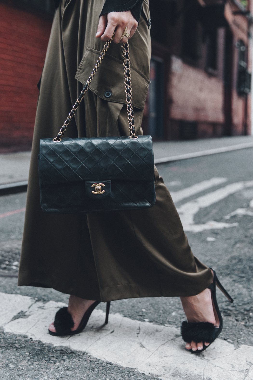 Khaki_Trousers-Sandro_Suede_Jacket-BNKR_Sandals-Fur_Sandals-Chanel_Bag-Outfit-Street_Style-NYC-22