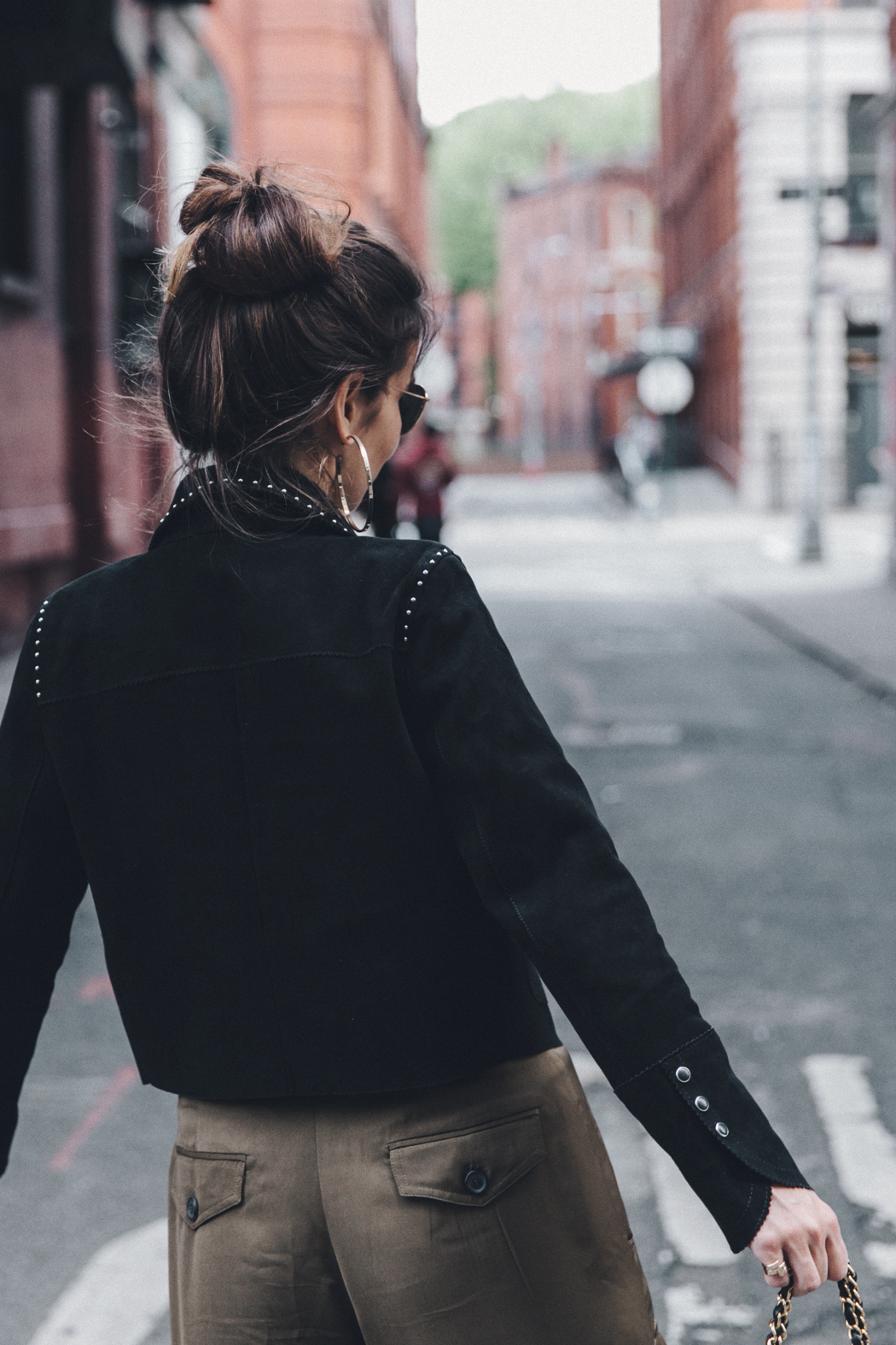 Khaki_Trousers-Sandro_Suede_Jacket-BNKR_Sandals-Fur_Sandals-Chanel_Bag-Outfit-Street_Style-NYC-44