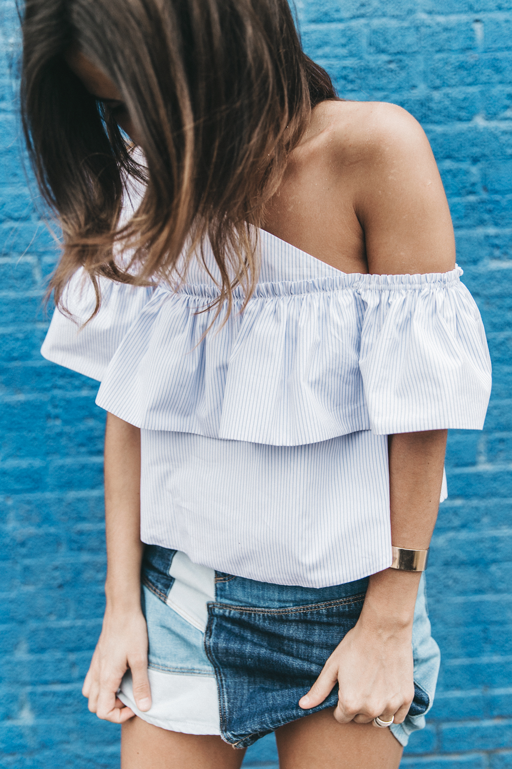 Patchwork_Denim_Skirt-Off_Shoulders-Assymetric_Top-Stripes-Marni_Sandals-Outfit-Dallas-37