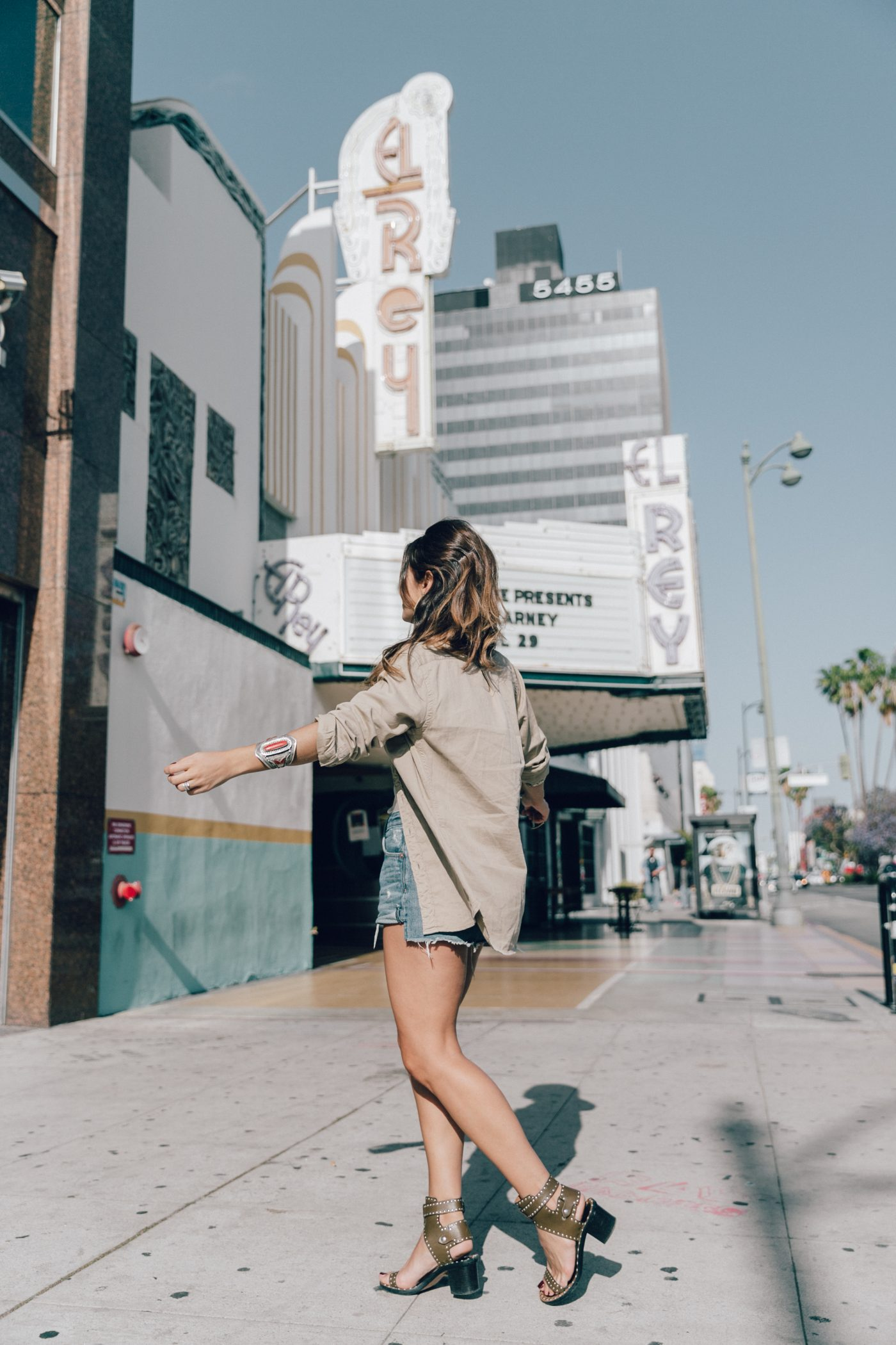 Levis_Shirt-GRLFRND_Denim-Chloe_Bag-Los_Angeles-Shorts-Outfit-Street_Style-Ray_Ban-Street_Style-Collage_Vintage-17