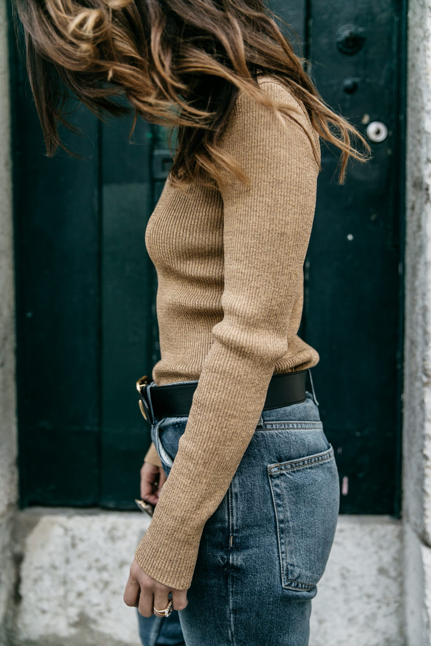 Metallic_Sweater-Cameo_The_Label-Melie-Lisboa-Denim-Topshop-Gucci_Belt-Saint_Laurent_Sneakers-Outfit-Street_Style
