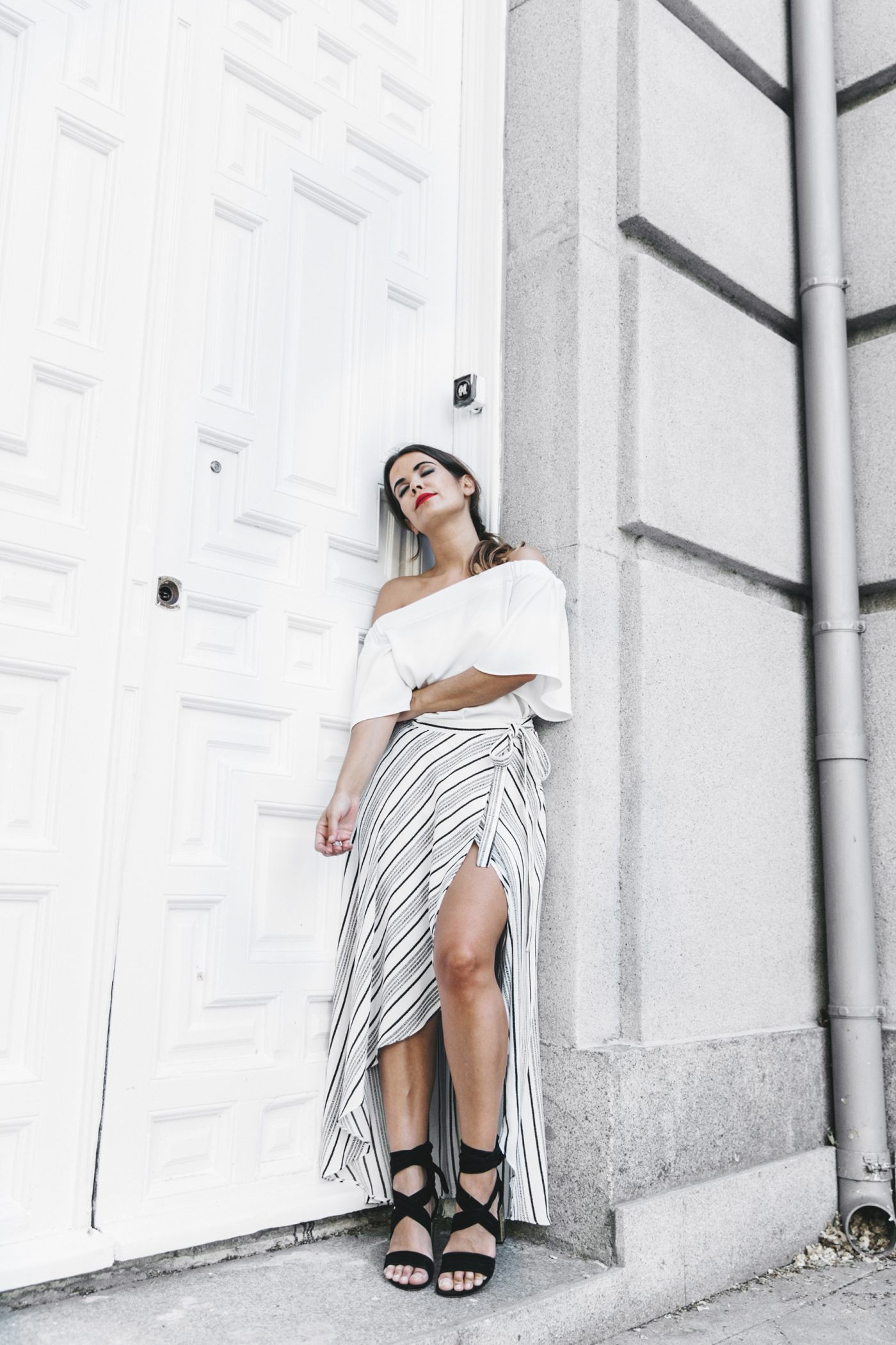River_Island-El_Imparcial-Striped_SKirt-Off_Shoulders_Top-Lace_Up_Sandals-CHanel_Vintage_Bag-58