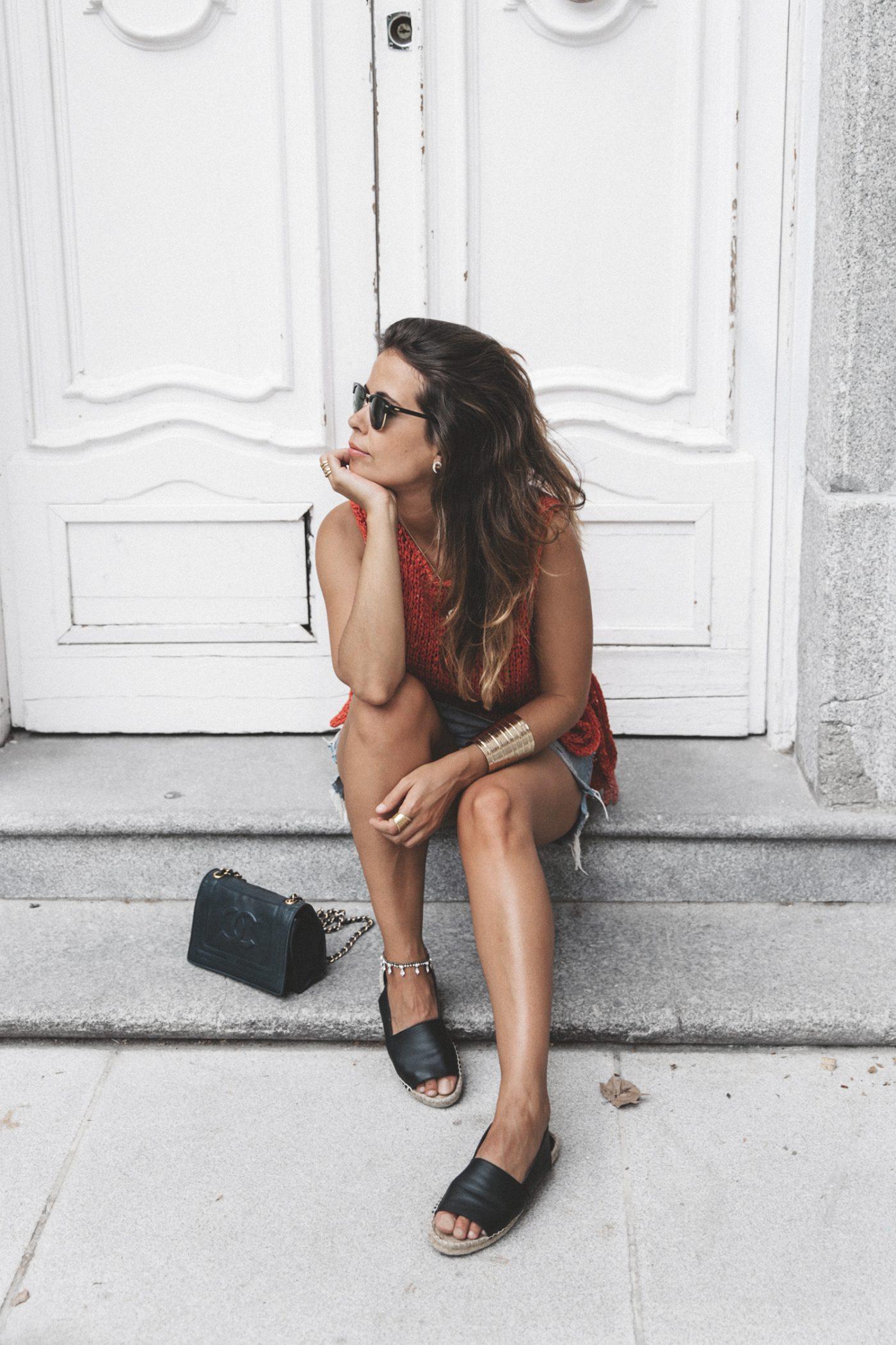 Summery_knit-Levis_Vintage_Skirt-Zalando_Espadrilles-Black_Sandals-Collage_Vintage_Horn_Necklace-Outfit-Street_Style-44