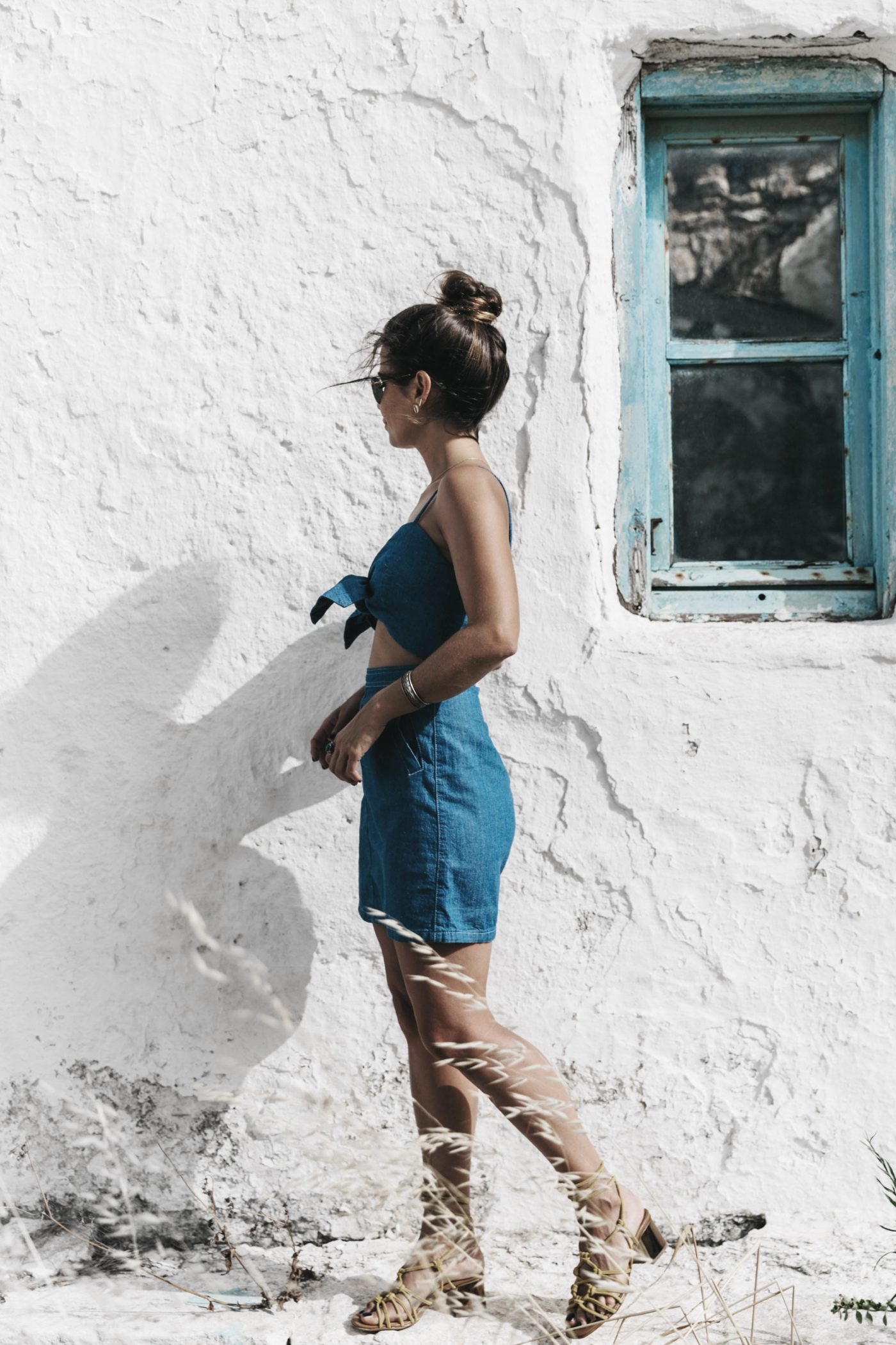 Topshop_Festival-Denim_Cut_Out_Dress-Yellow_Sandals-Outfit-Topknot-Mikonos-Street_Style-25