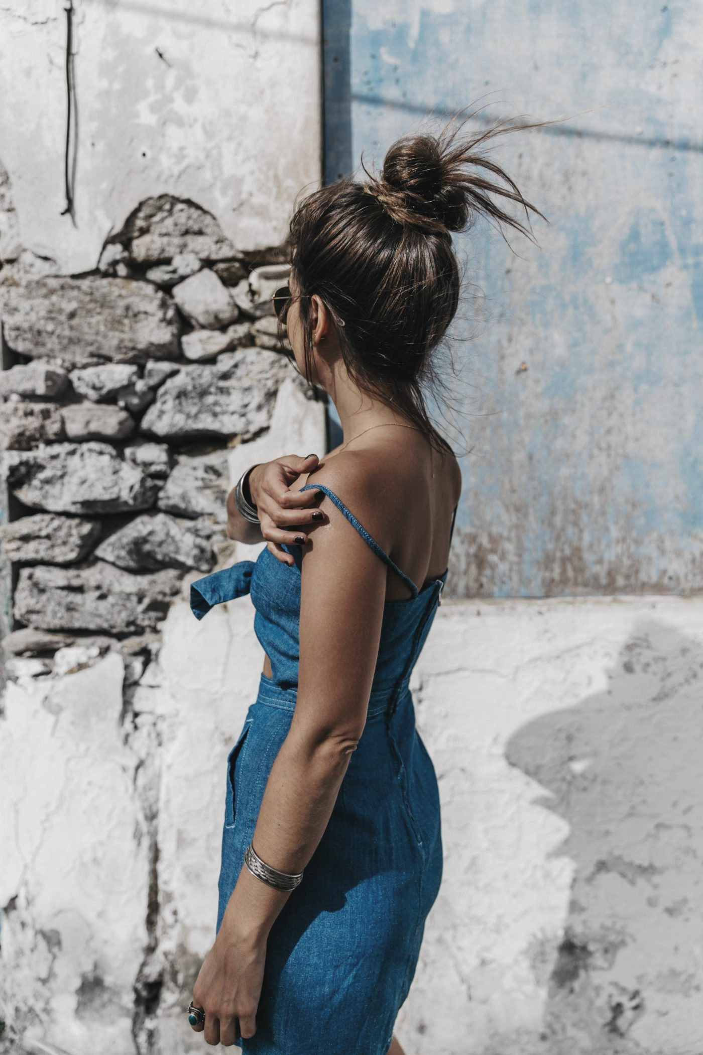 Topshop_Festival-Denim_Cut_Out_Dress-Yellow_Sandals-Outfit-Topknot-Mikonos-Street_Style-54