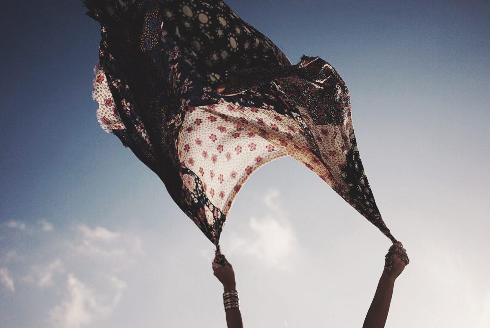 Chloe_Bag-Faye_Bag-For_Love_And_Lemons-Dress-Topknot-Soludos_Escapes-Soludos_Espadrilles-Summer-Santorini-Collage_Vintage-153