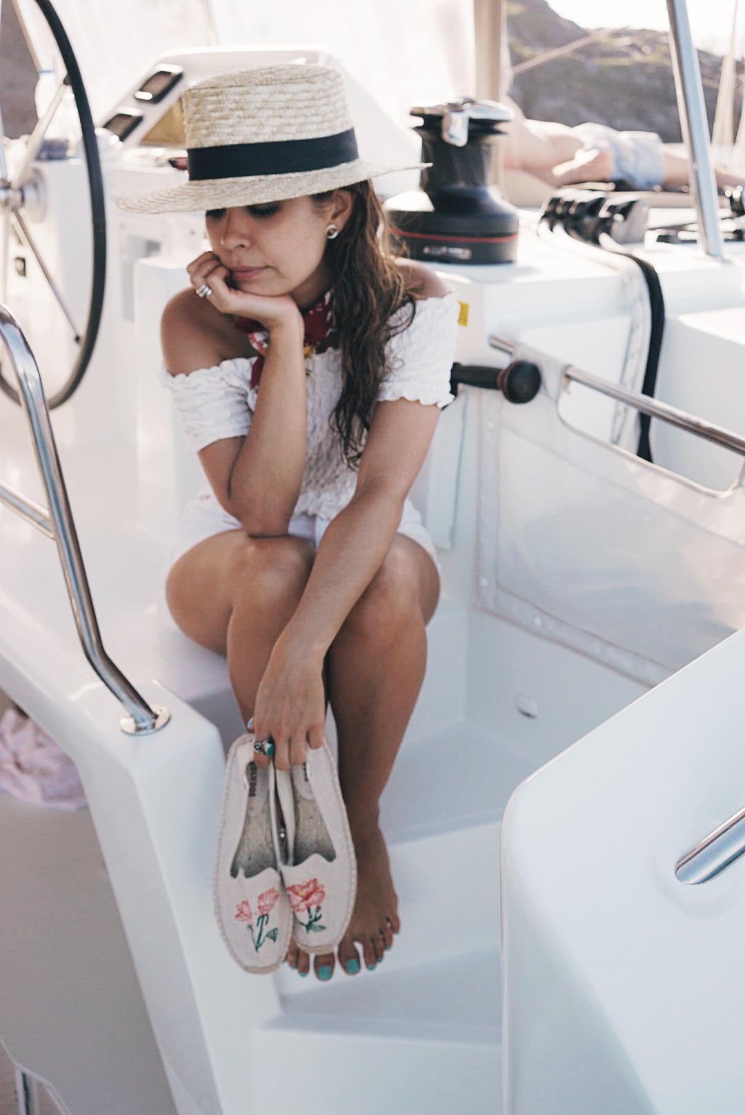 Soludos_Escapes-Boat_Trip-Bikini-Summer_Look-Santorini_Greece-GRLFRND_Jeans-Off_The_Shoulders-Collage_Vintage-Street_Style-Soludos_Espadrilles-132