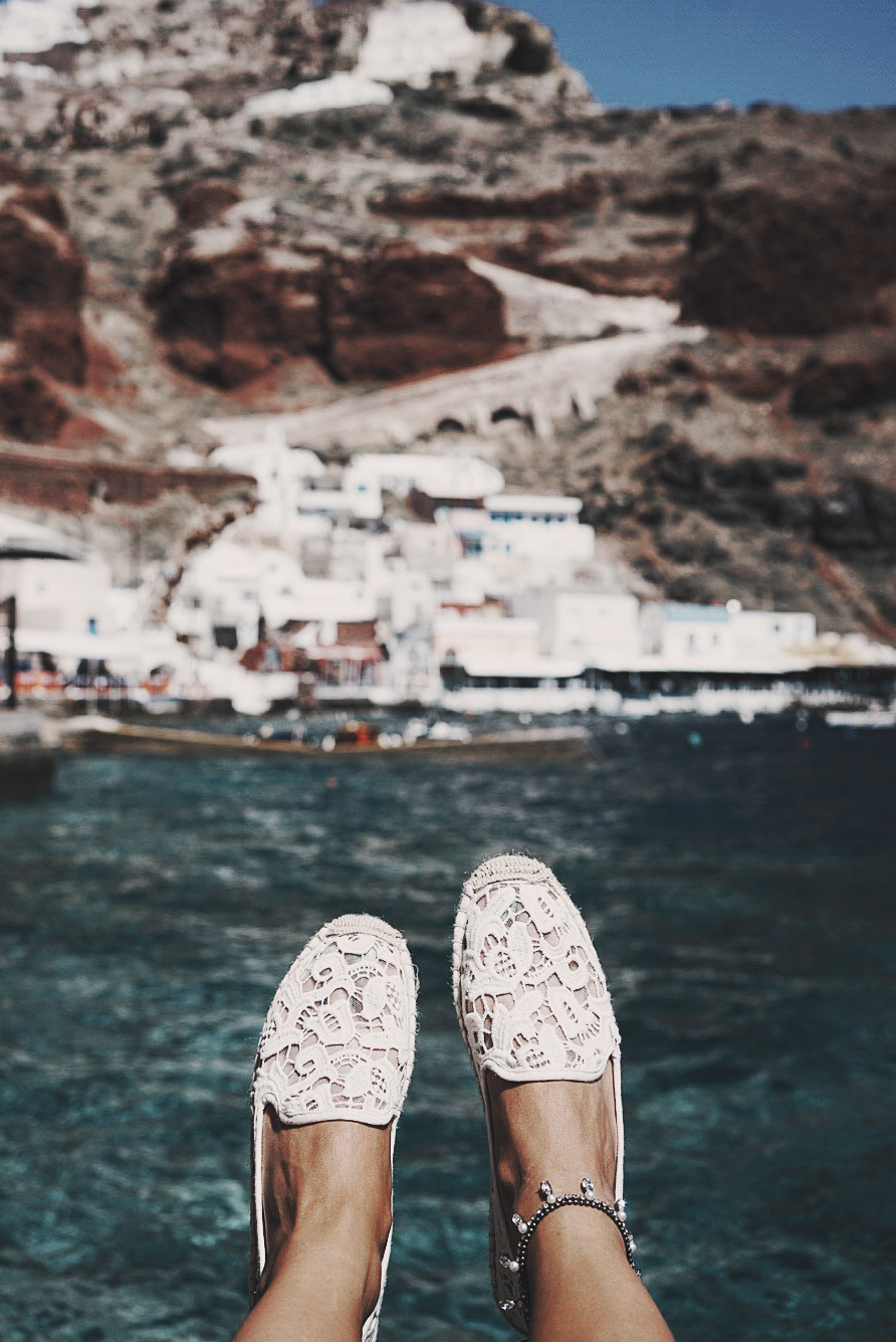 Soludos_Escapes-Boat_Trip-Bikini-Summer_Look-Santorini_Greece-GRLFRND_Jeans-Off_The_Shoulders-Collage_Vintage-Street_Style-Soludos_Espadrilles-15
