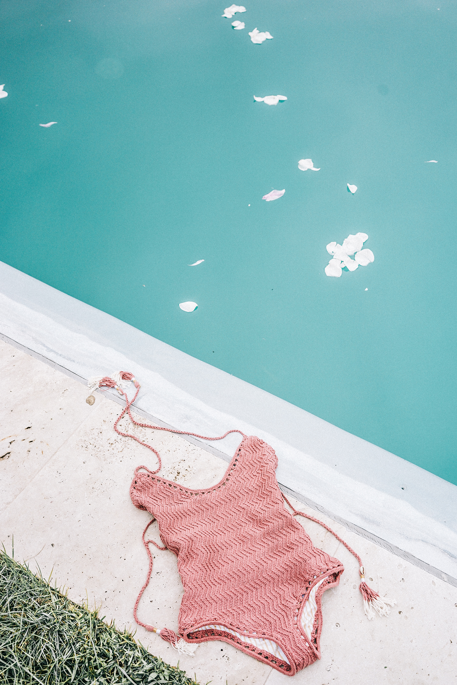 GRLFRND_Revolve_in_The_Hamptons-Denim_Skirt-Outfit-Collage_Vintage-47