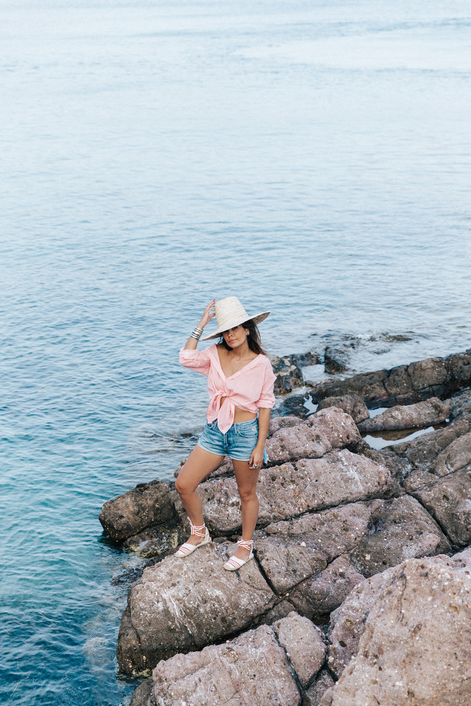 Mykonos-Collage_on_The_Road-Striped_Shirt-GRLFRND_Shorts-Straw_Hat-Denim-Espadrilles-Soludos_Escapes-Greece-Outfit-22