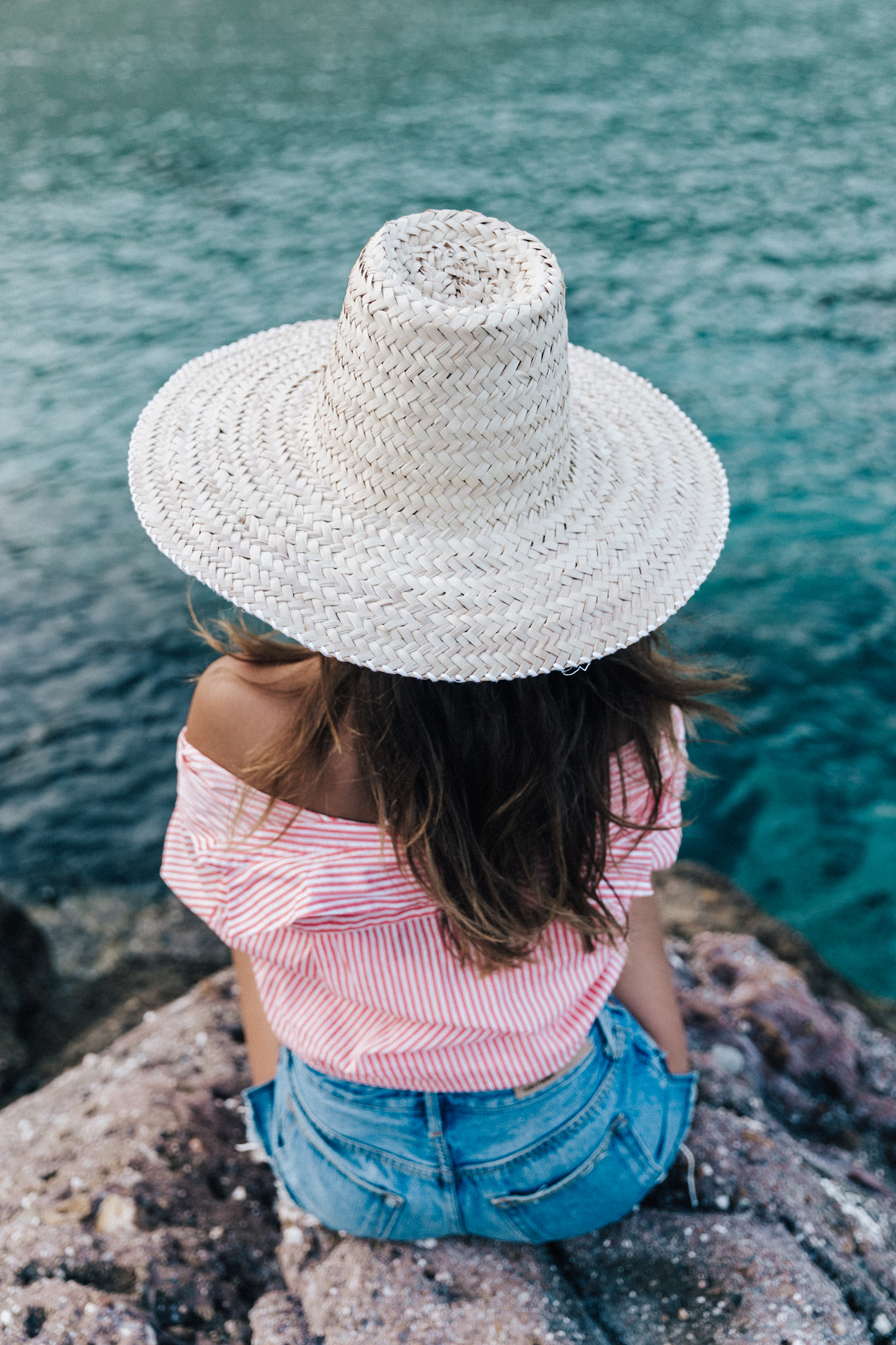 Mykonos-Collage_on_The_Road-Striped_Shirt-GRLFRND_Shorts-Straw_Hat-Denim-Espadrilles-Soludos_Escapes-Greece-Outfit-37
