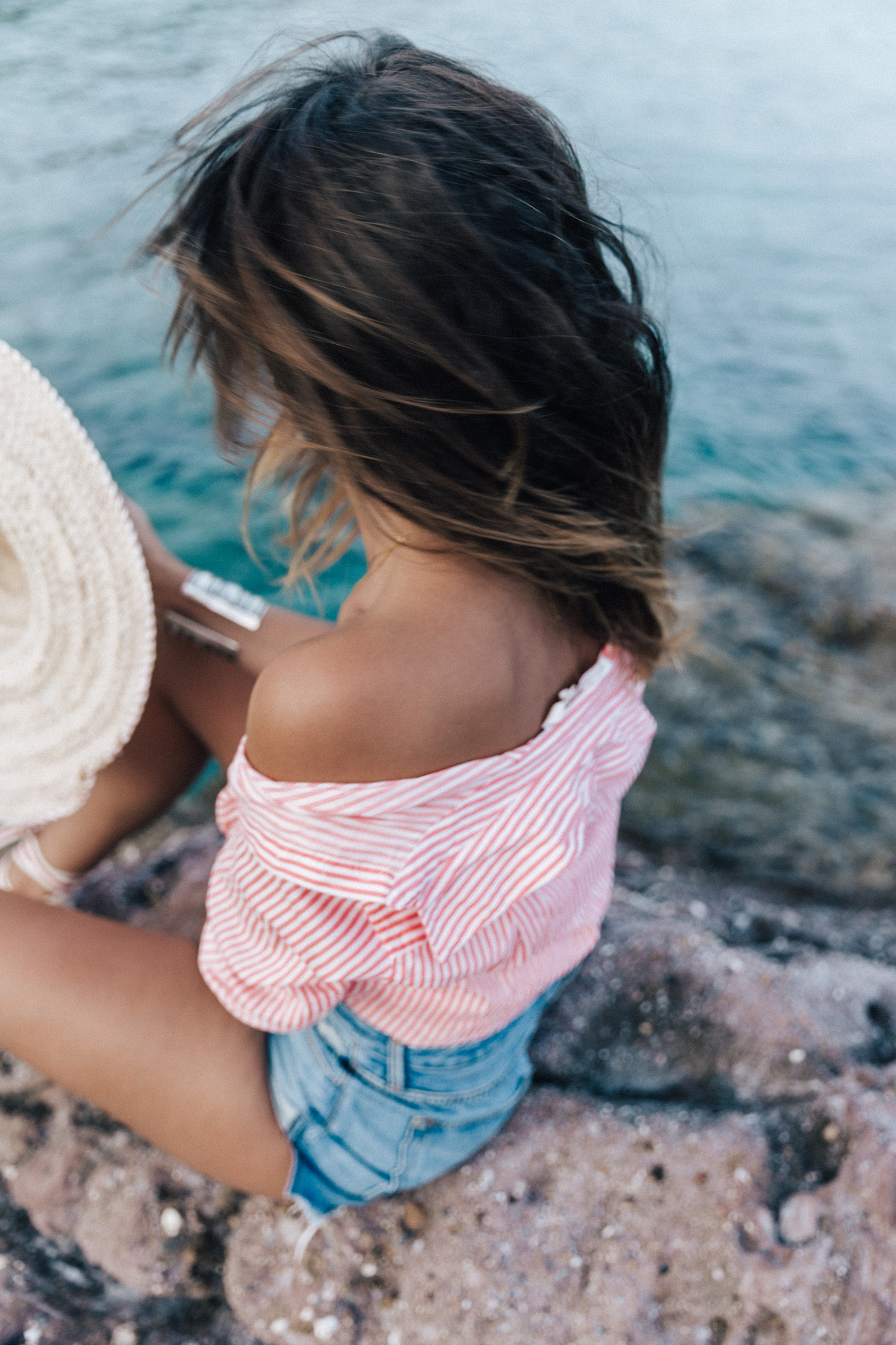 Mykonos-Collage_on_The_Road-Striped_Shirt-GRLFRND_Shorts-Straw_Hat-Denim-Espadrilles-Soludos_Escapes-Greece-Outfit-44